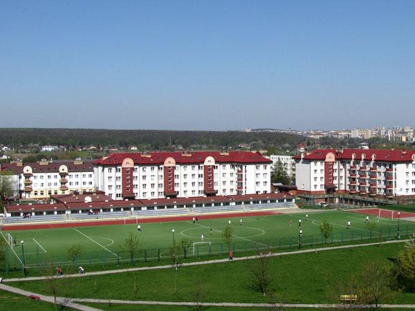 File:Lublin wrotkow osiedle nalkowskich i boisko szkolne 2008.jpg