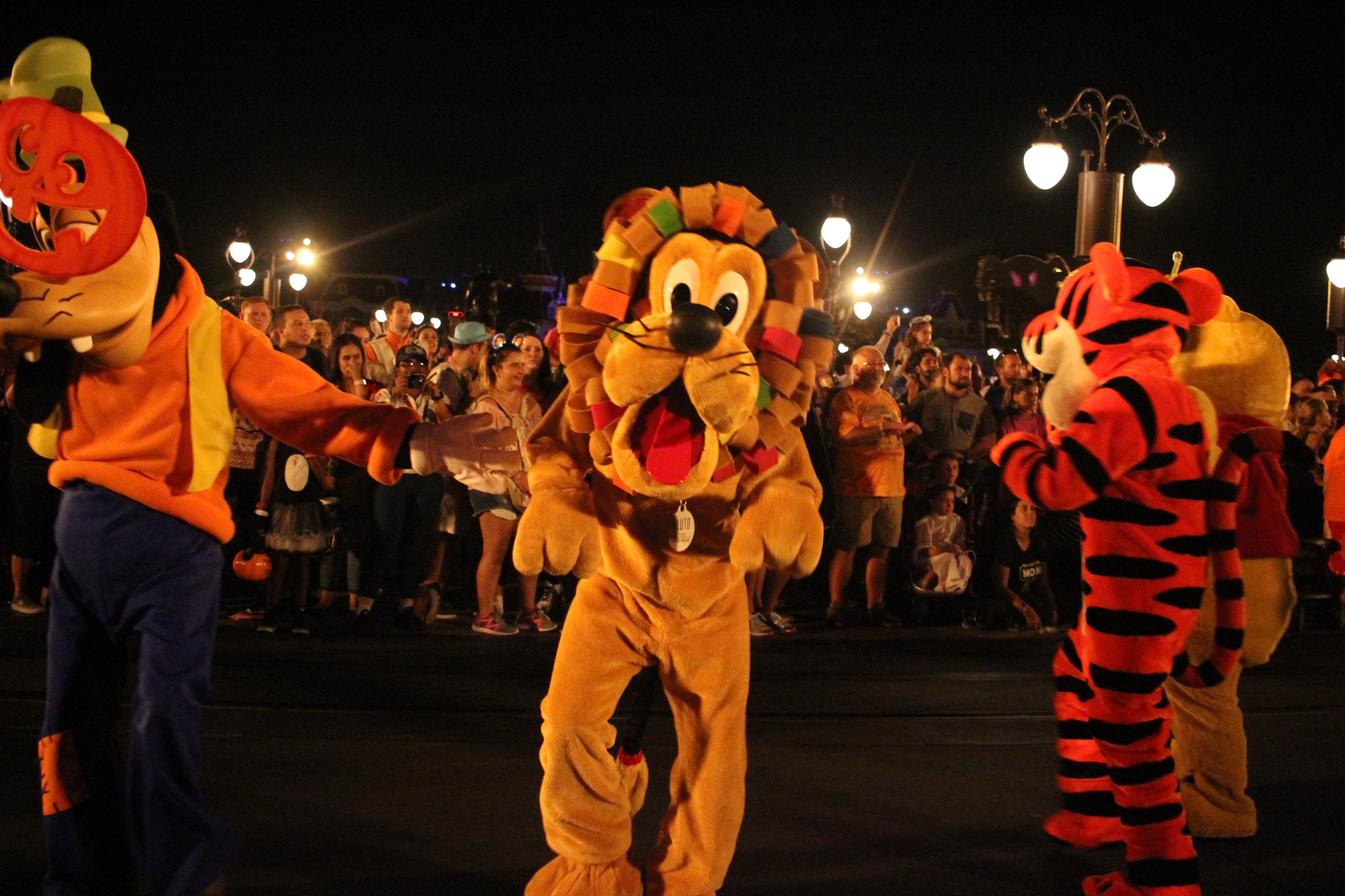File:Mickey's Boo-To-You Halloween Parade (29506455150).jpg ...