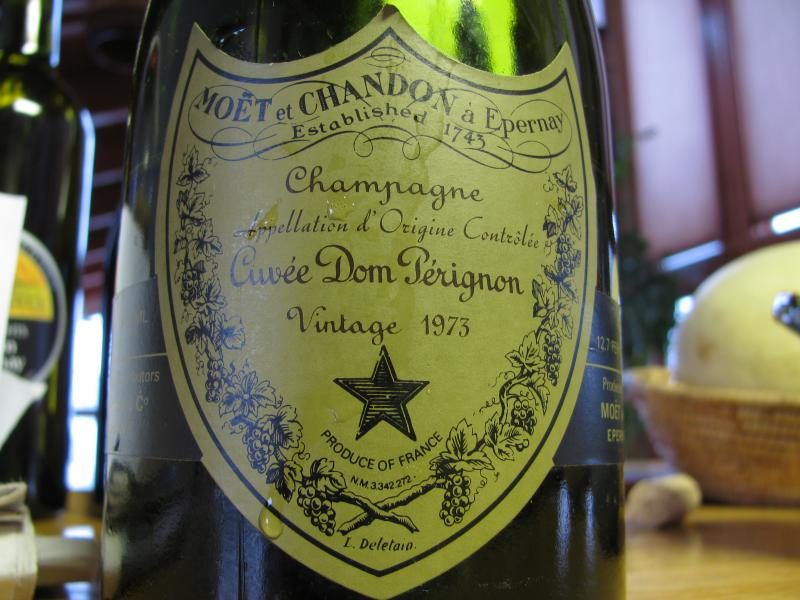 File:Moët & Chandon, Cuvée Dom Pérignon, NM 3342272.jpg - Wikimedia Commons
