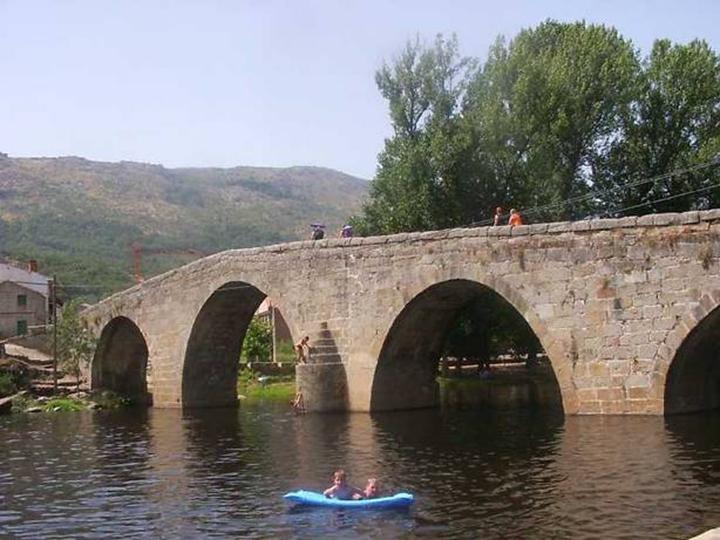 El río Alberche a su paso por Navaluenga