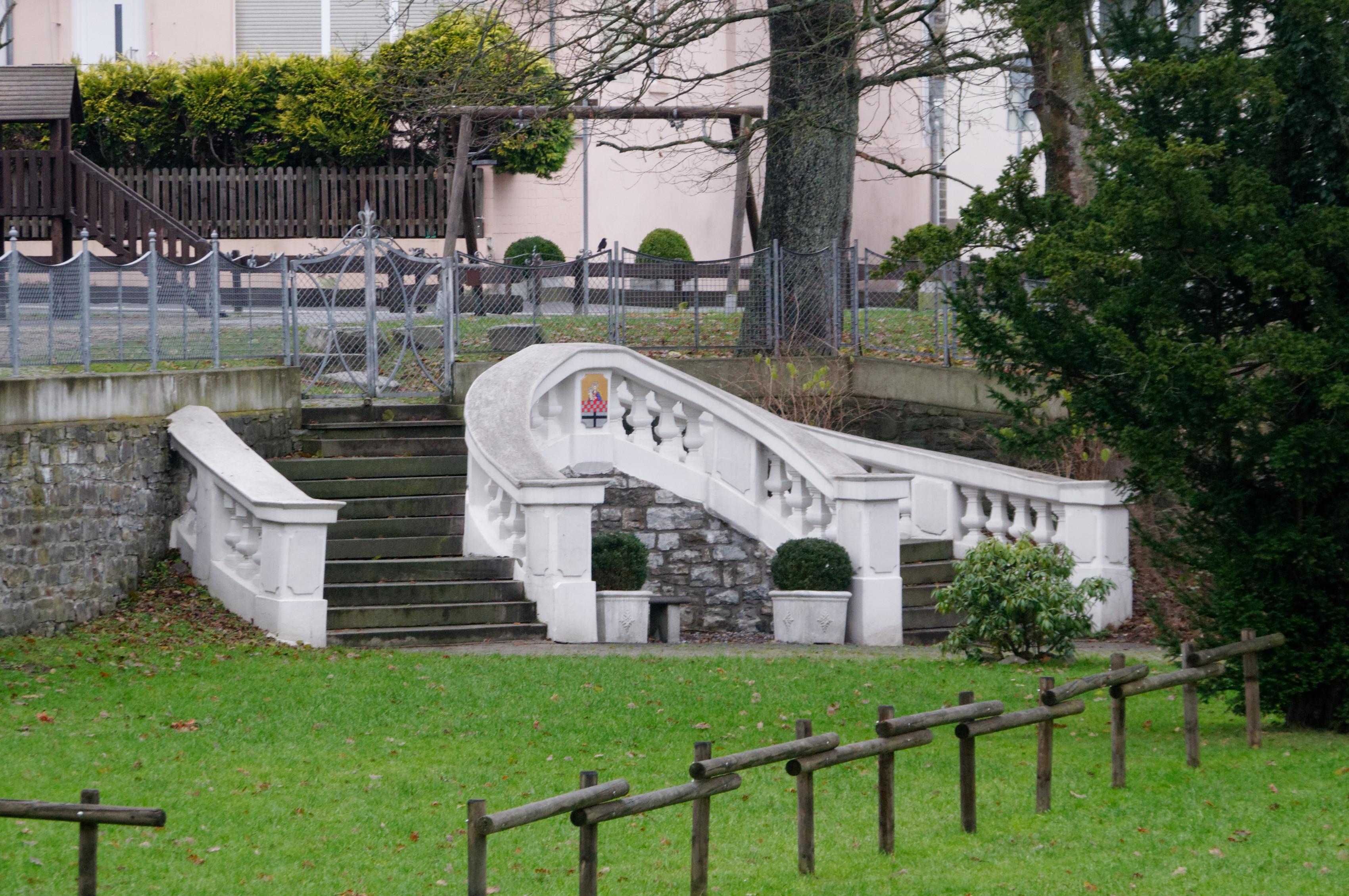 File:Neuenrade Treppe Villa Herfeld DSC 5188 PK