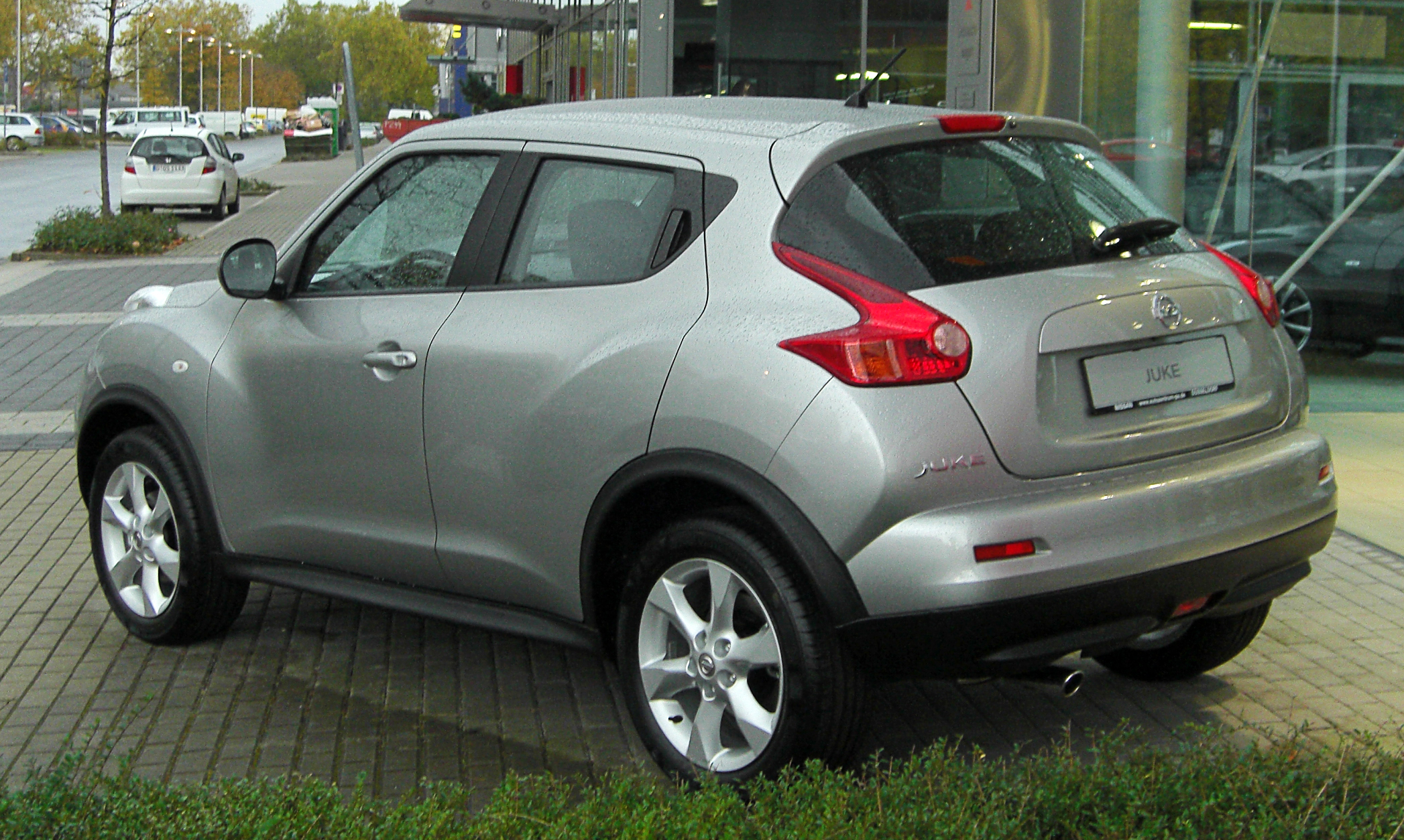 File nissan juke acenta 1 6 2x4 rear wikipedia for Nissan juke 1 6 acenta