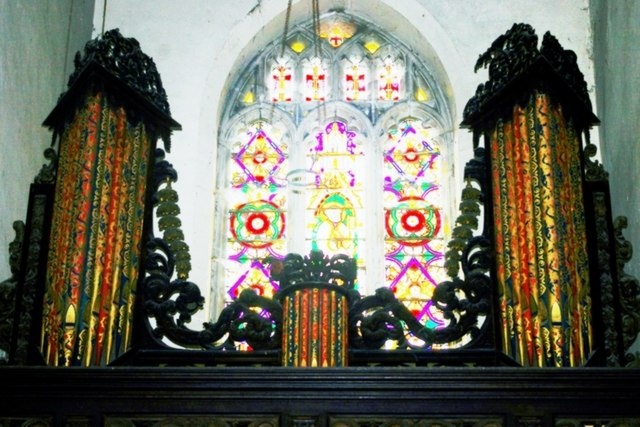 Organ and west window in St John the Baptist's Church - geograph.org.uk - 934053.jpg