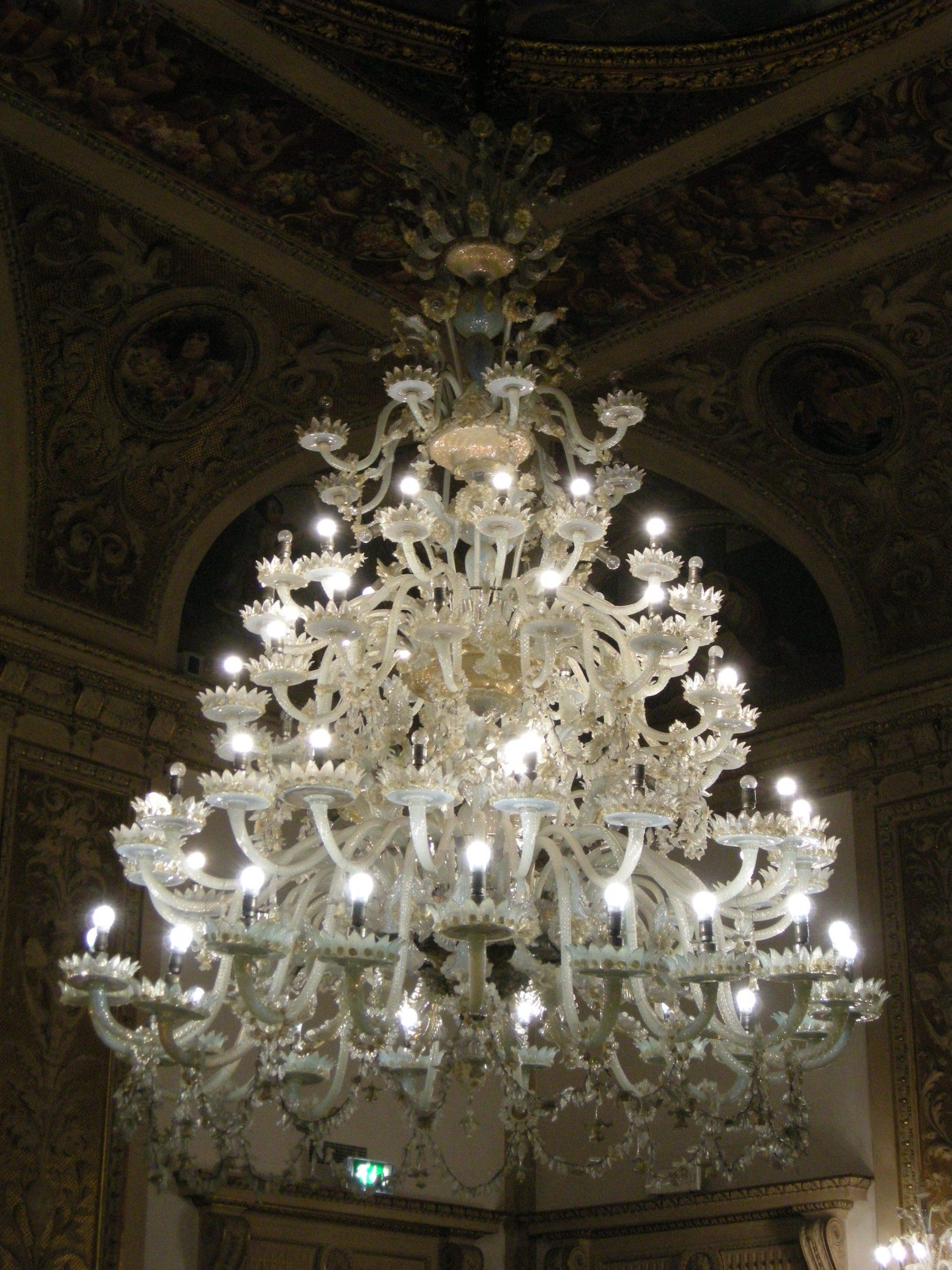 File:Palazzo bastogi, salone, lampadario murano.   Wikimedia