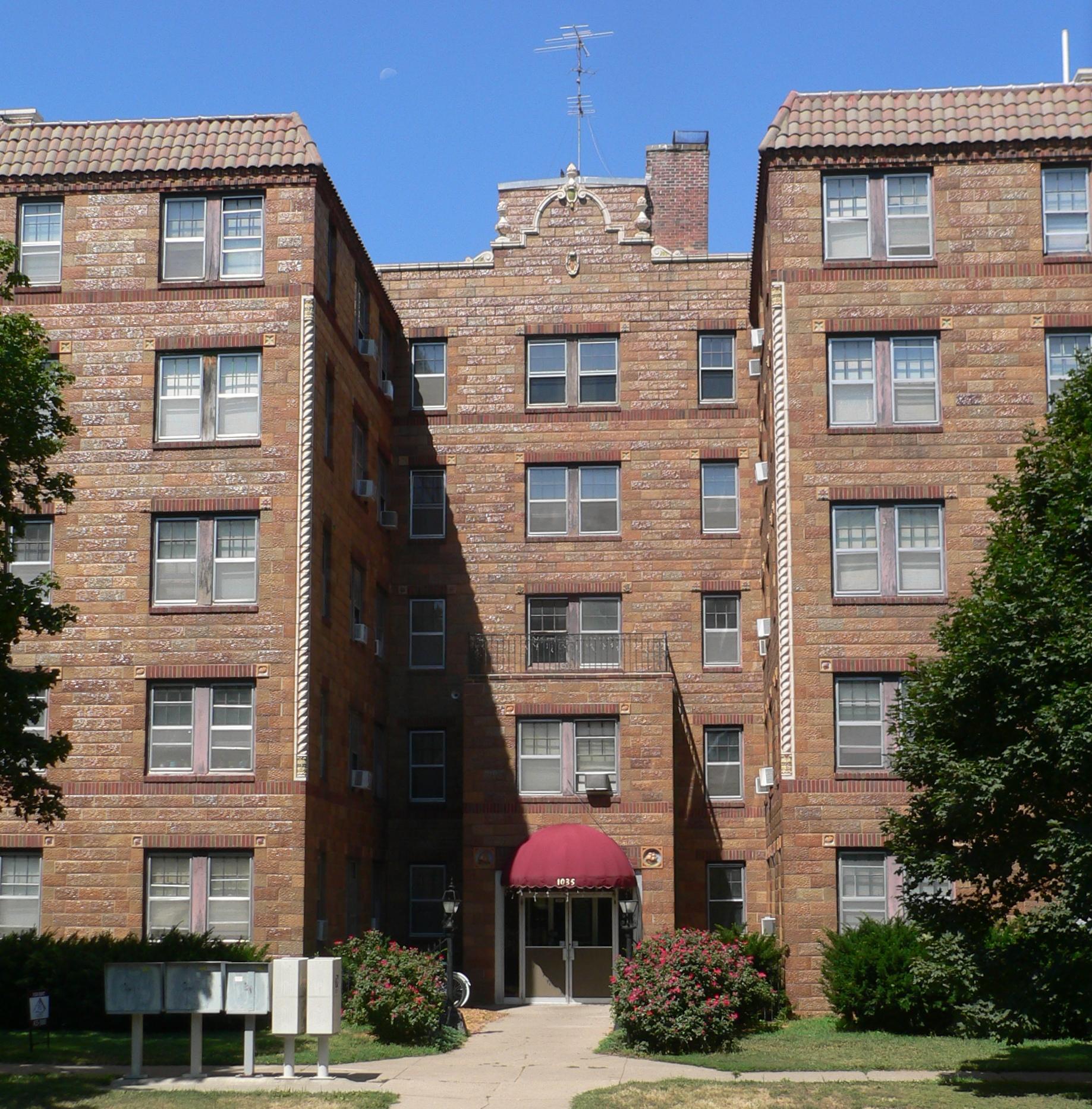 Lincoln Ne Apartments: File:Palisade-Regent Apts (Lincoln, NE) 1035 From E 1.JPG