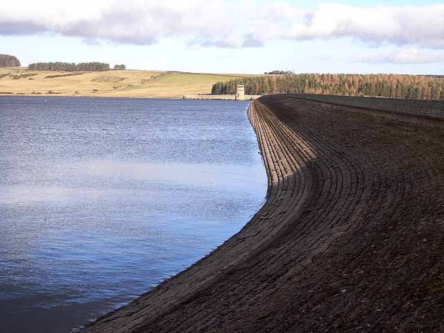 Pattern in masonry - Derwent Reservoir Dam - geograph.org.uk - 1129353