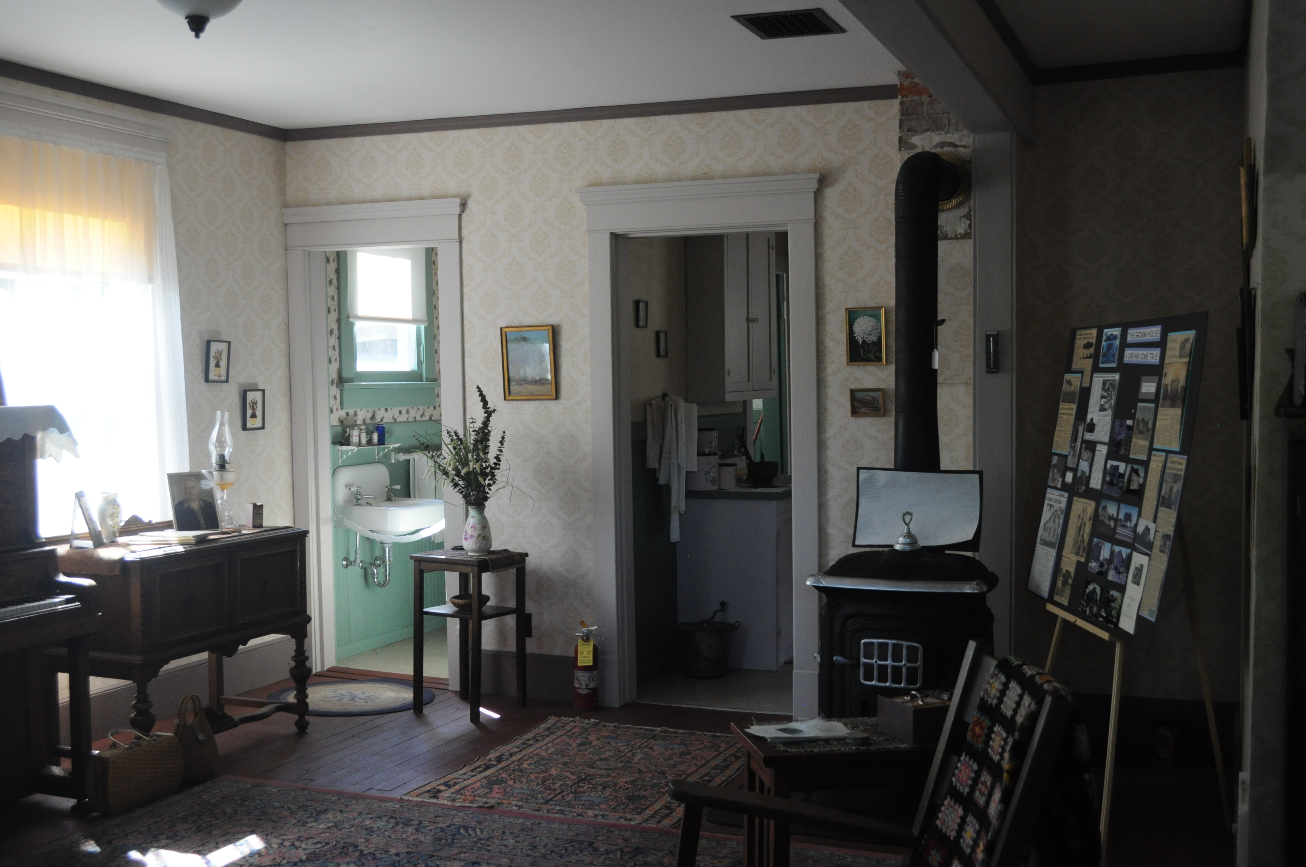 File paul bertha grimm house interior wikimedia for Interior photos of new homes