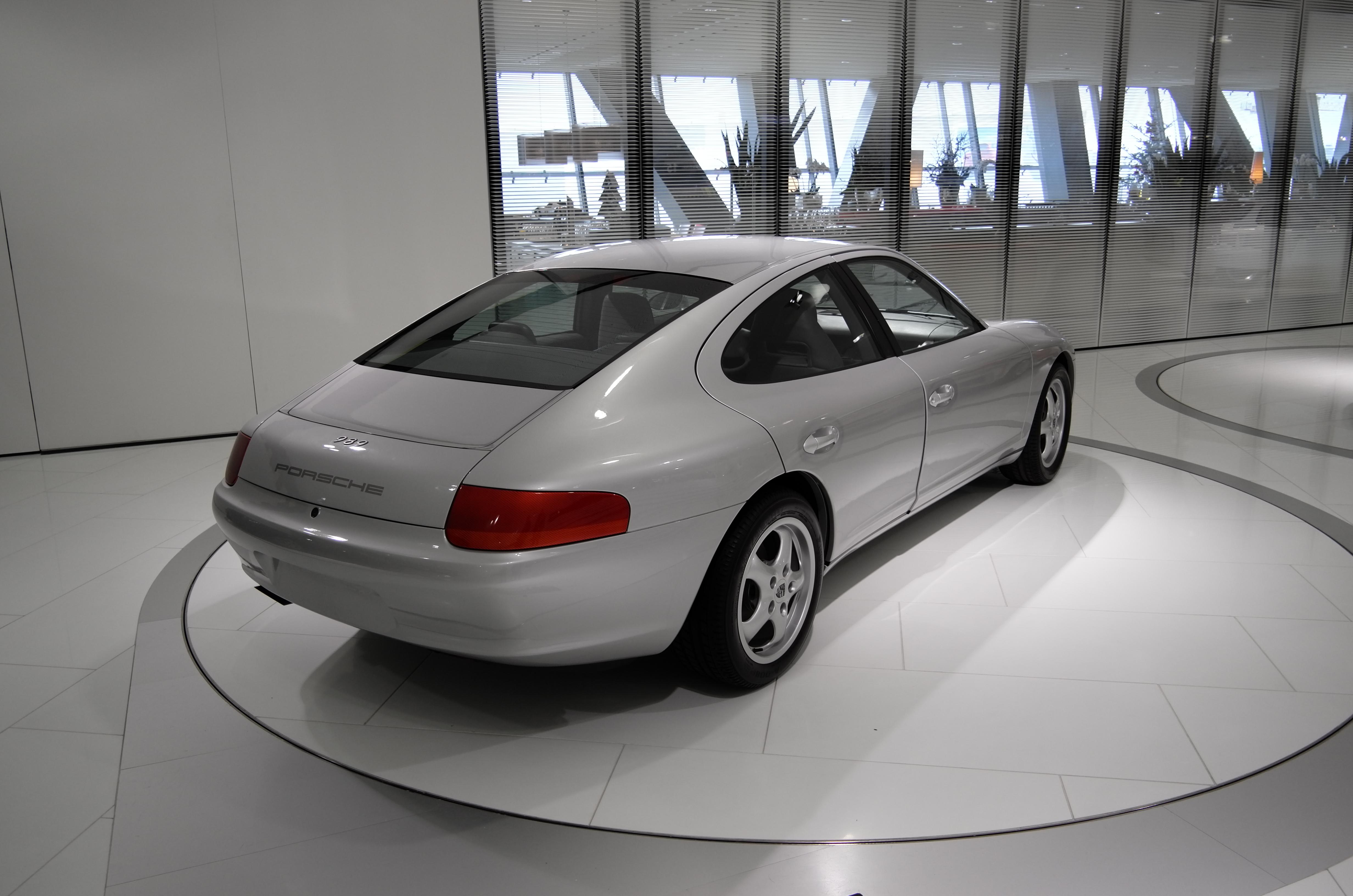 File:Porsche 989 Prototyp schräghinten.jpg