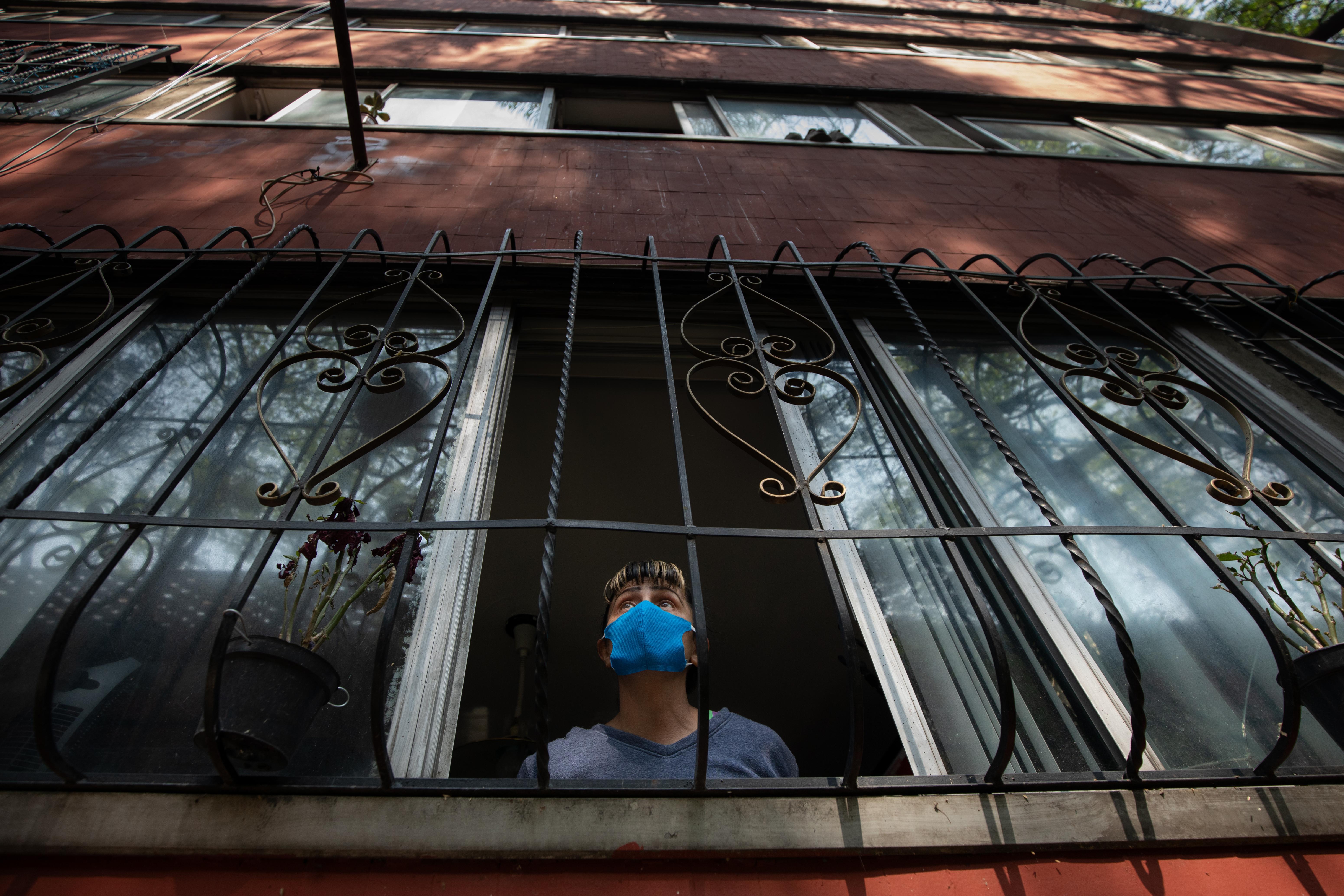 Quédate en casa y Susana distancia en Tlatelolco 2.jpg