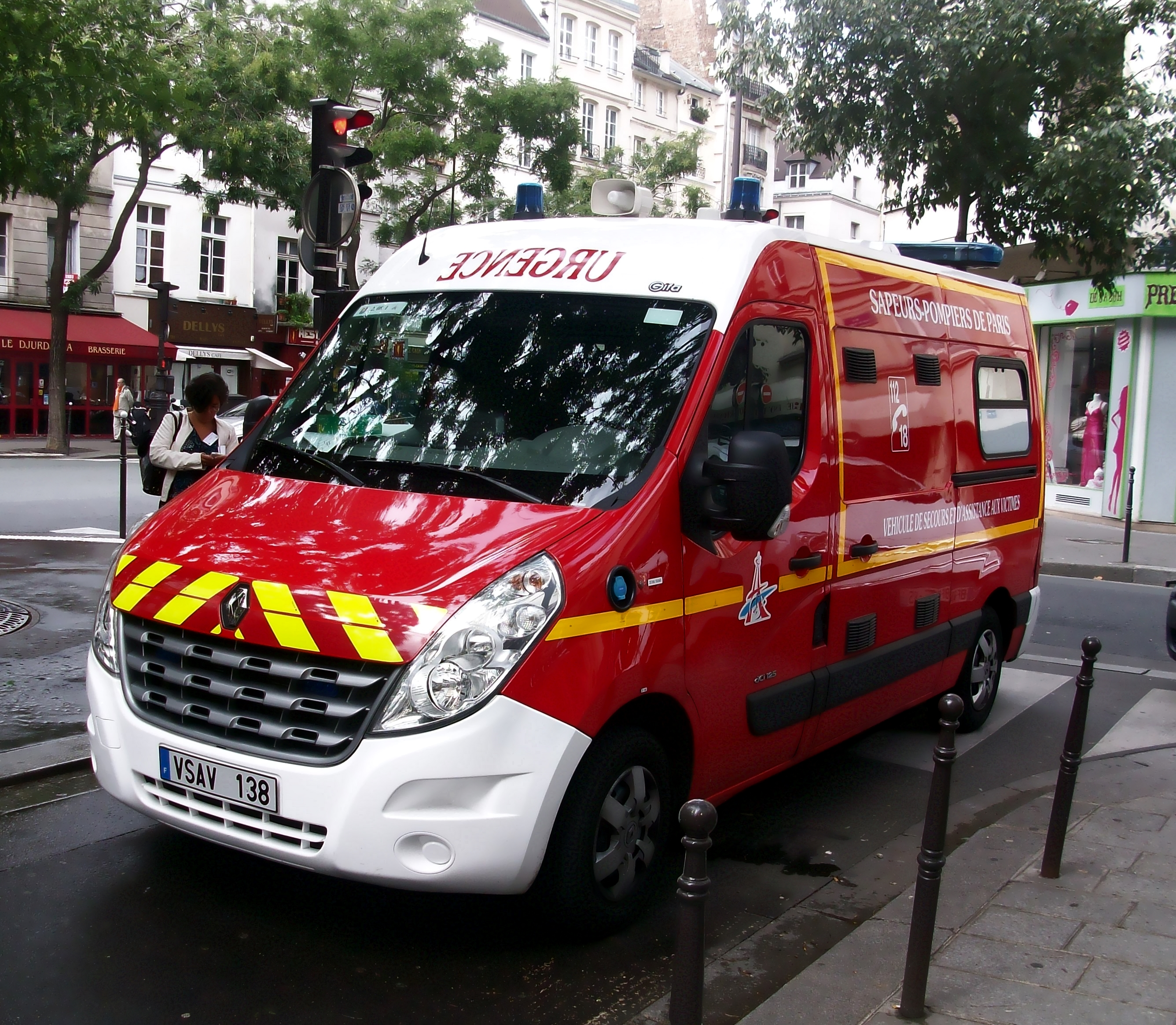 file renault master ambulance sapeurs pompiers de paris jpg wikimedia commons. Black Bedroom Furniture Sets. Home Design Ideas