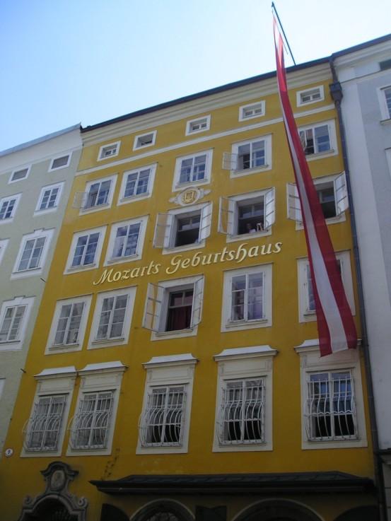 Casa natal de Mozart, en la calle Getreidegasse n.º 9, Salzburgo.