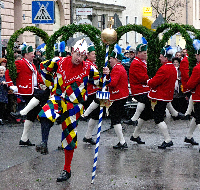 Cooper or Schäffler dance in Neuhausen by wikimedia