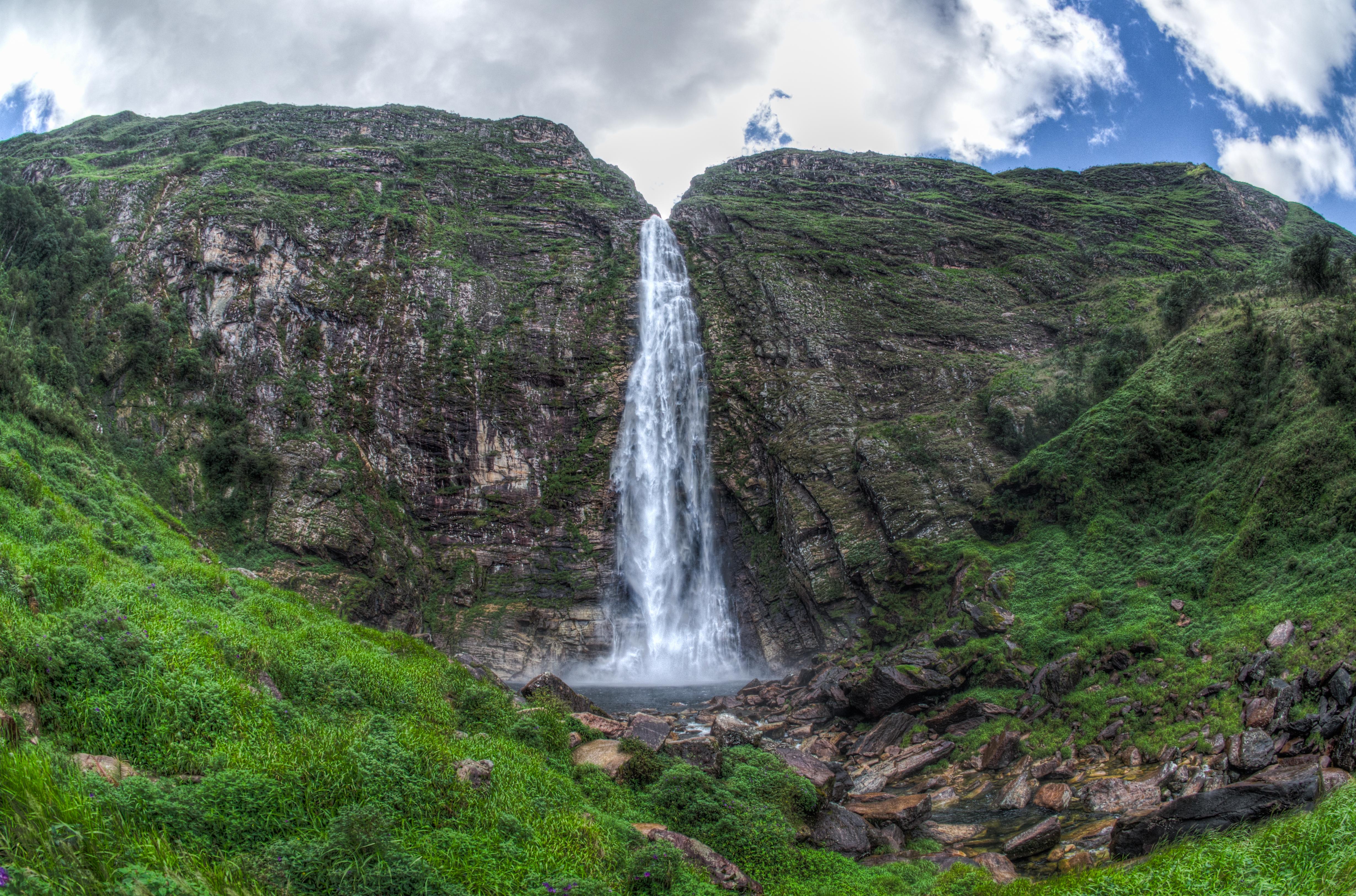 Cachoeira Casca d'Anta, na Serra da Canastra, uma das maiores de Minas Gerais. (Crédito: Walter Dissman/Wikicommons)