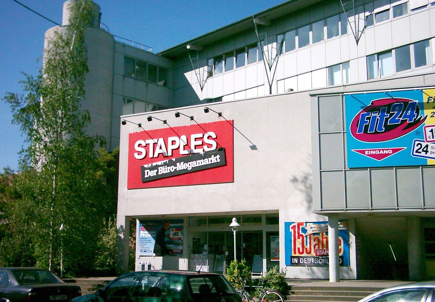 File:Staples Harburg 03.jpg