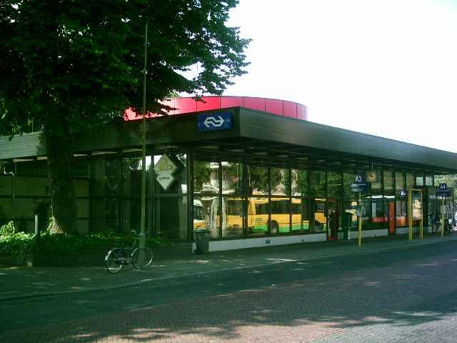 File:Station Harderwijk 2004.jpg