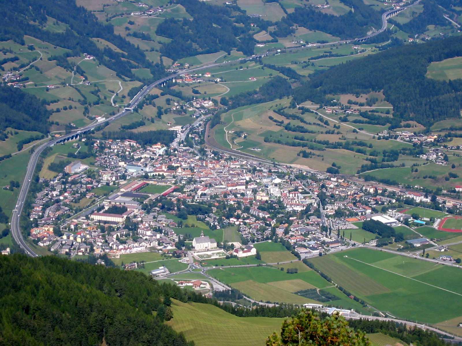 File:Sterzing-Vipiteno.JPG - Wikimedia Commons: commons.wikimedia.org/wiki/File:Sterzing-Vipiteno.JPG