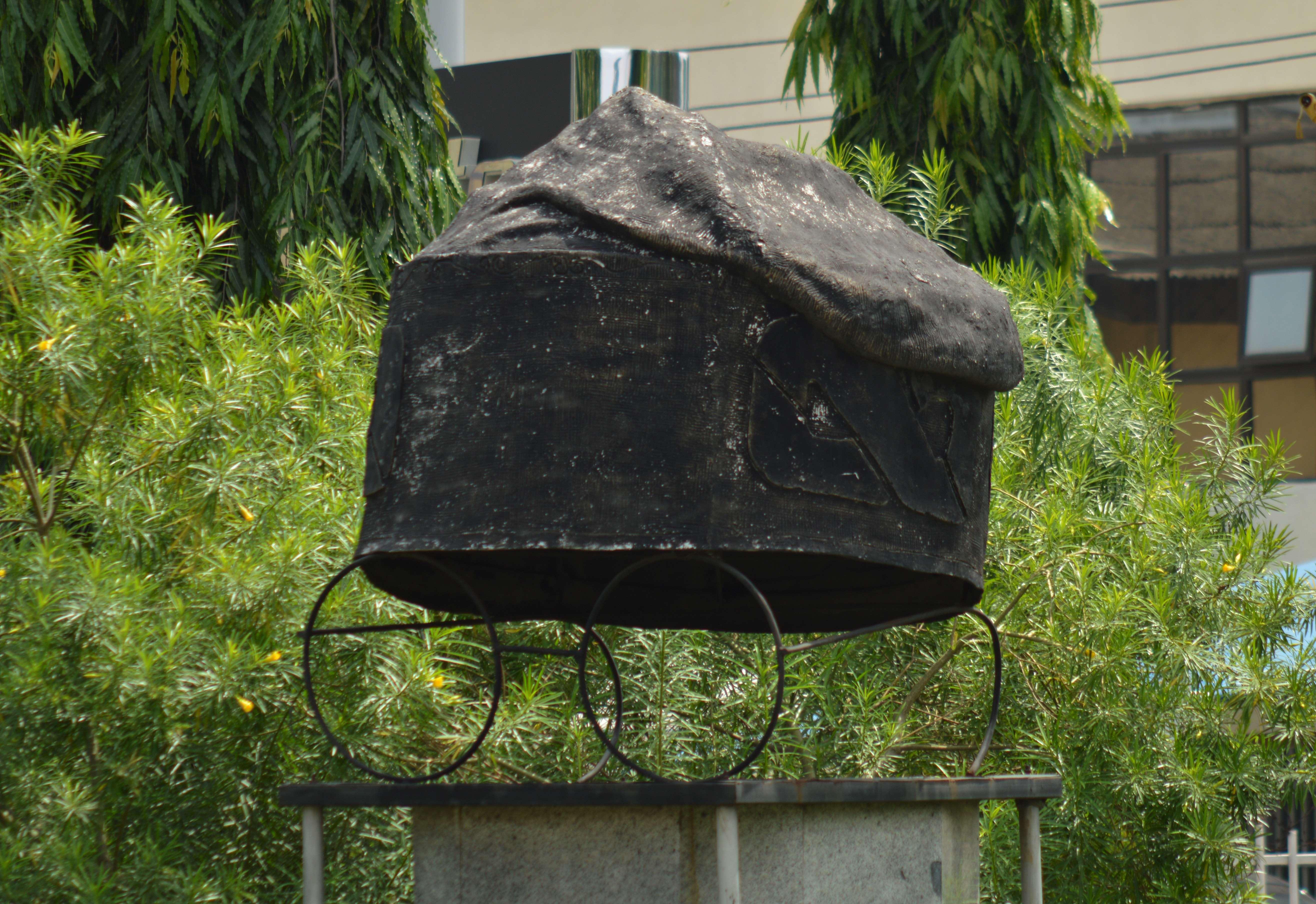 File:Symbol of Bola Tinubu cap in Apogbon, Lagos.jpg