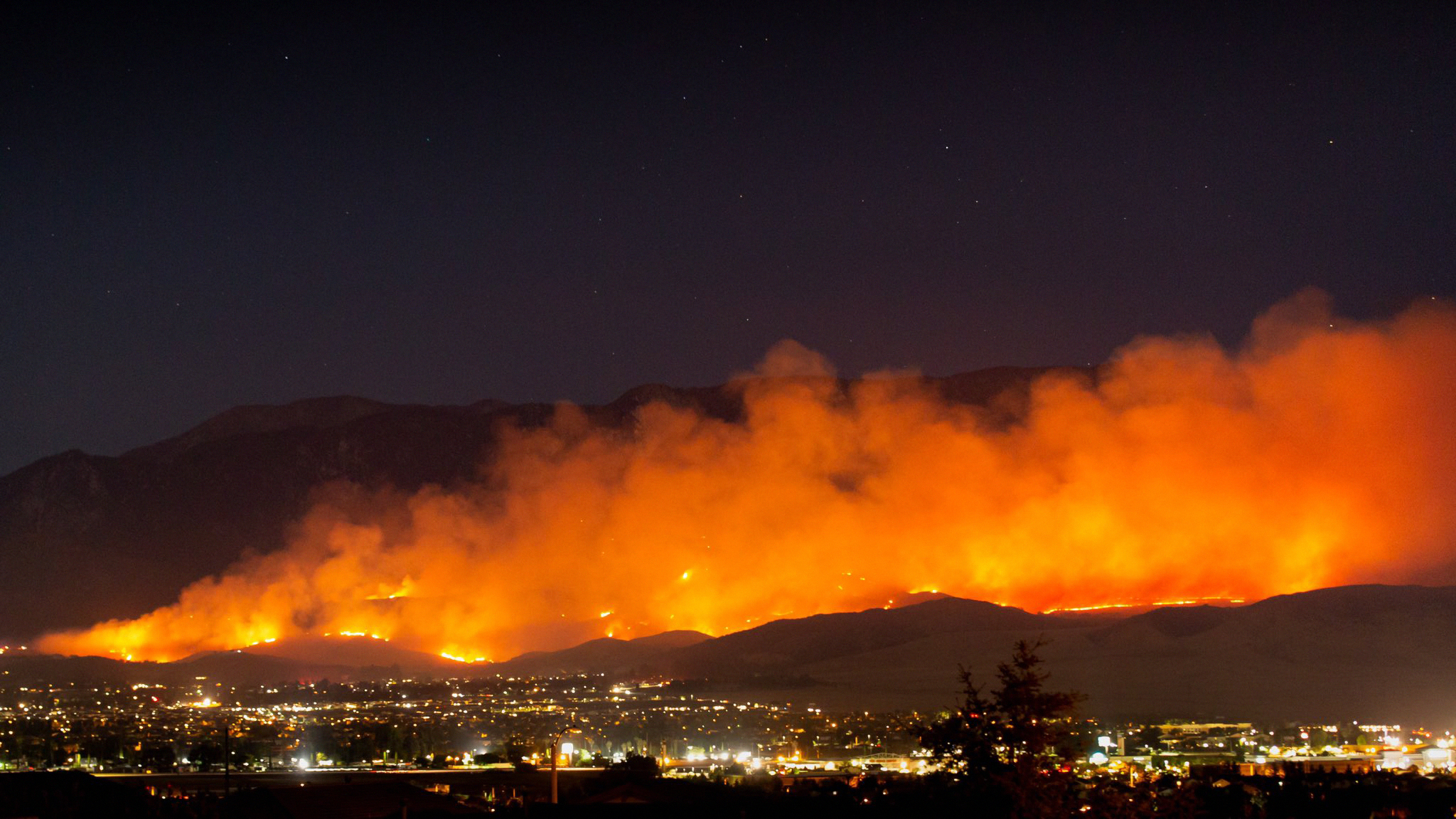 File:The Apple Fire burns north of Beaumont, Friday, July 31, 2020.jpg -  Wikimedia Commons