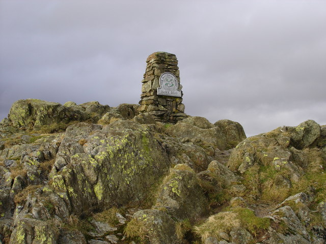 Trig point on Black Grag - geograph.org.uk - 1137444