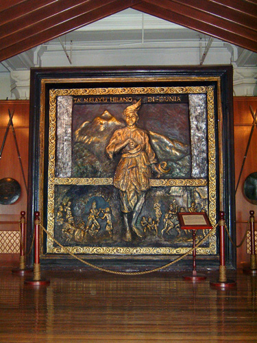 Sculpture of Hang Tuah at the Malaysian National History Museum, wikicommons image