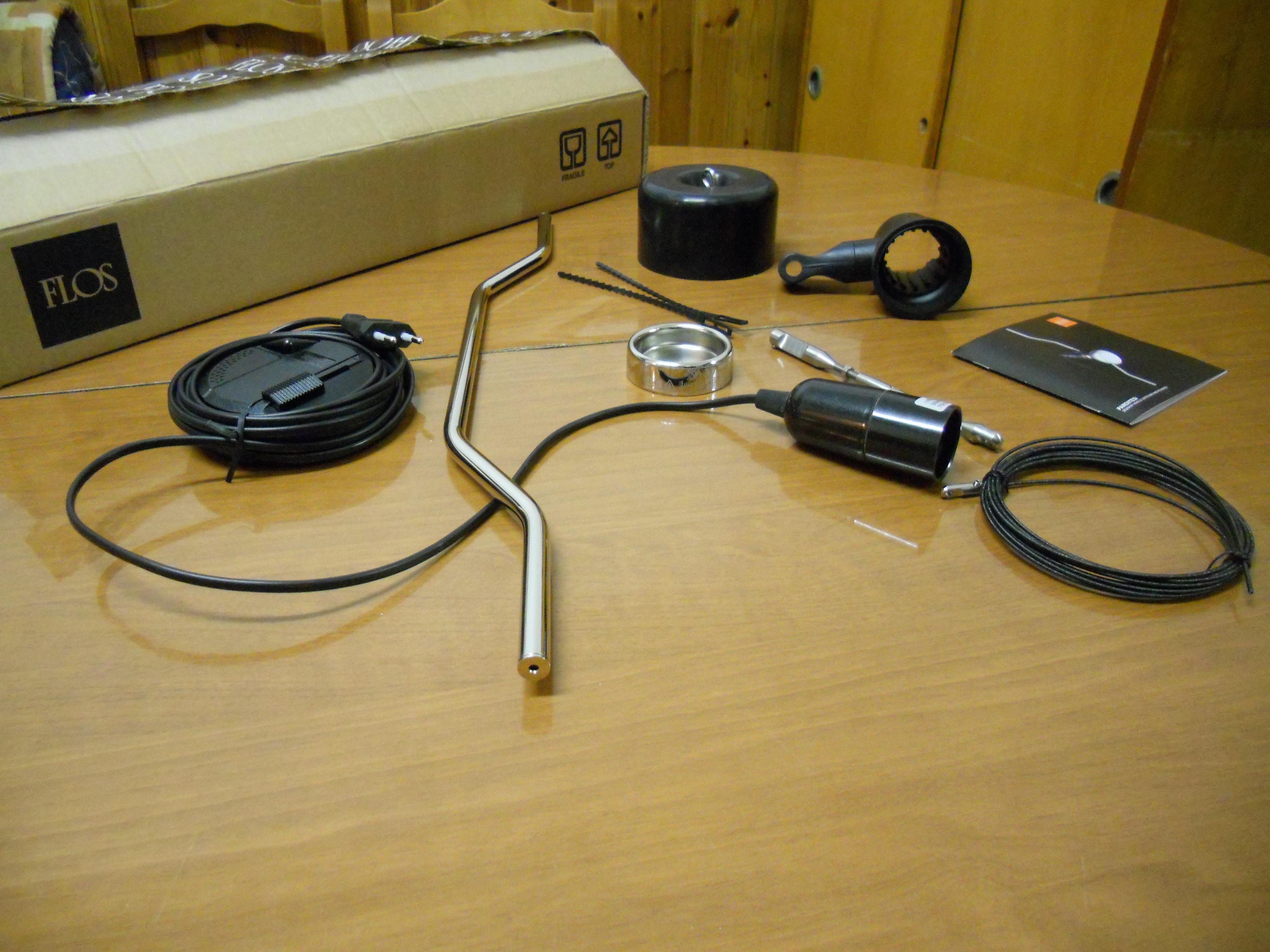 lampadina parentesi flos : File:Una lampada