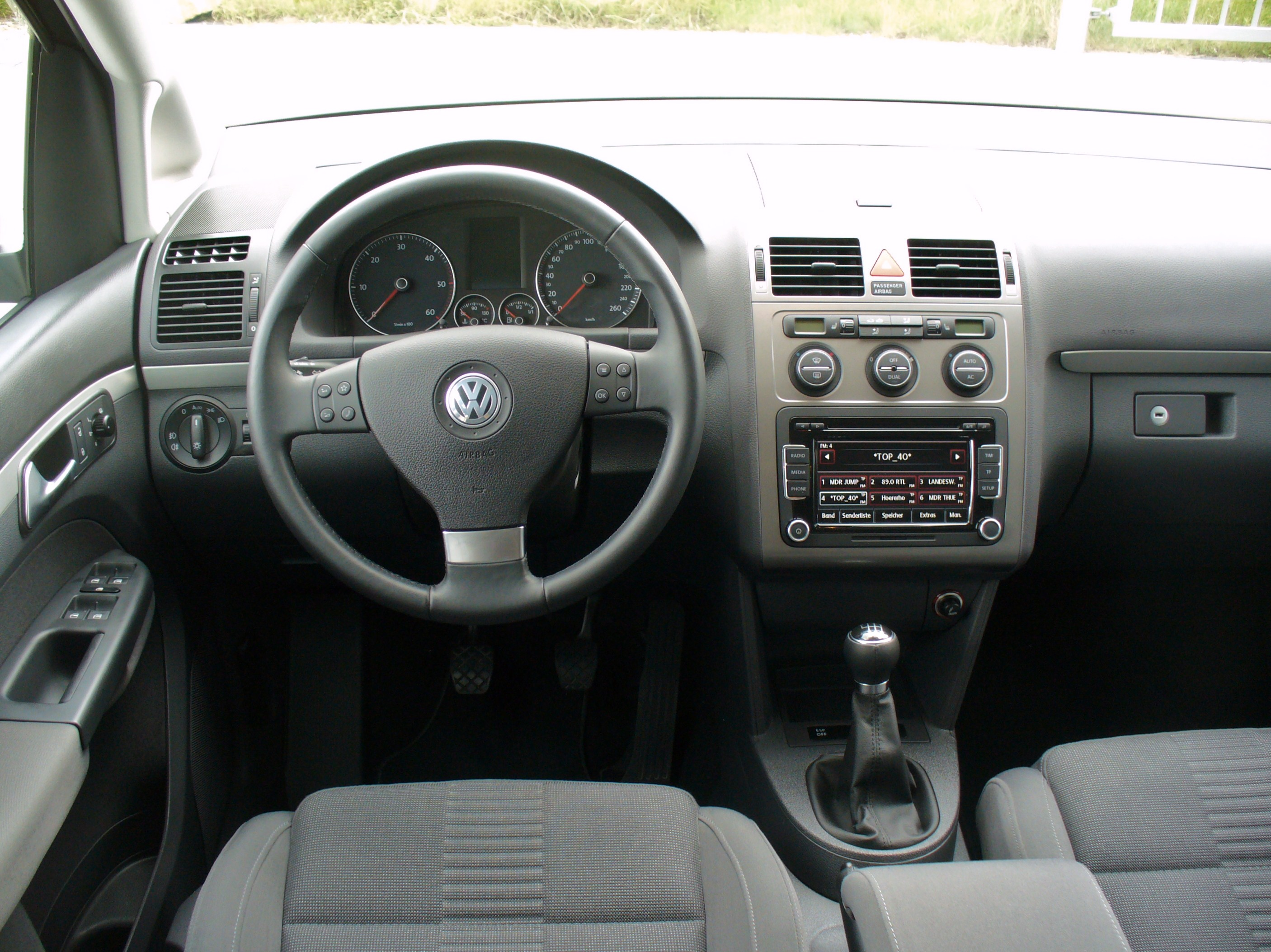 Datei vw touran 1 9 tdi bluemotion technology highline for Interieur wikipedia