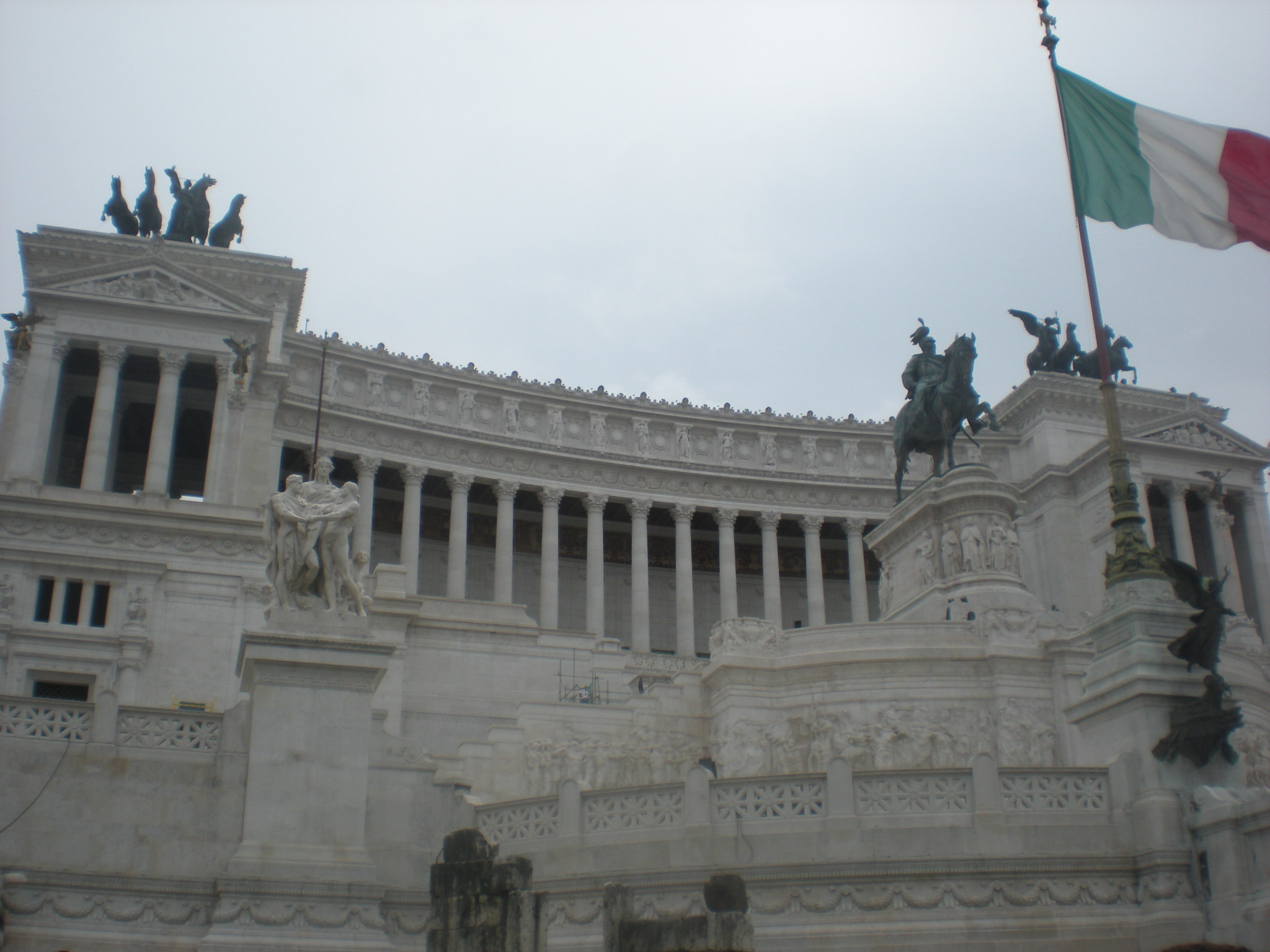 Vittorio Emanuele II monument - side view, Rome, Italy (9611407032).jpg