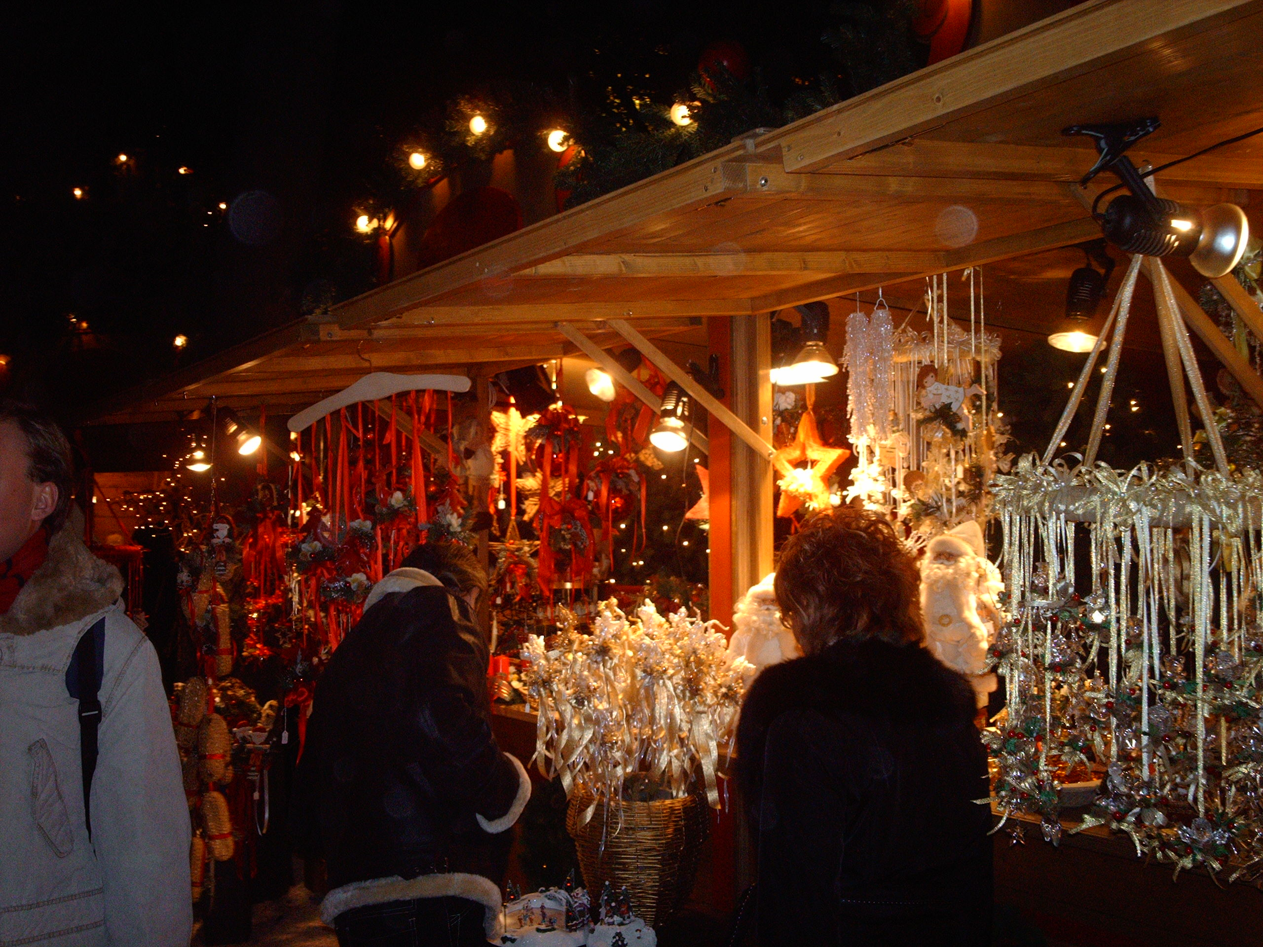 street market image credit - How Does Italy Celebrate Christmas