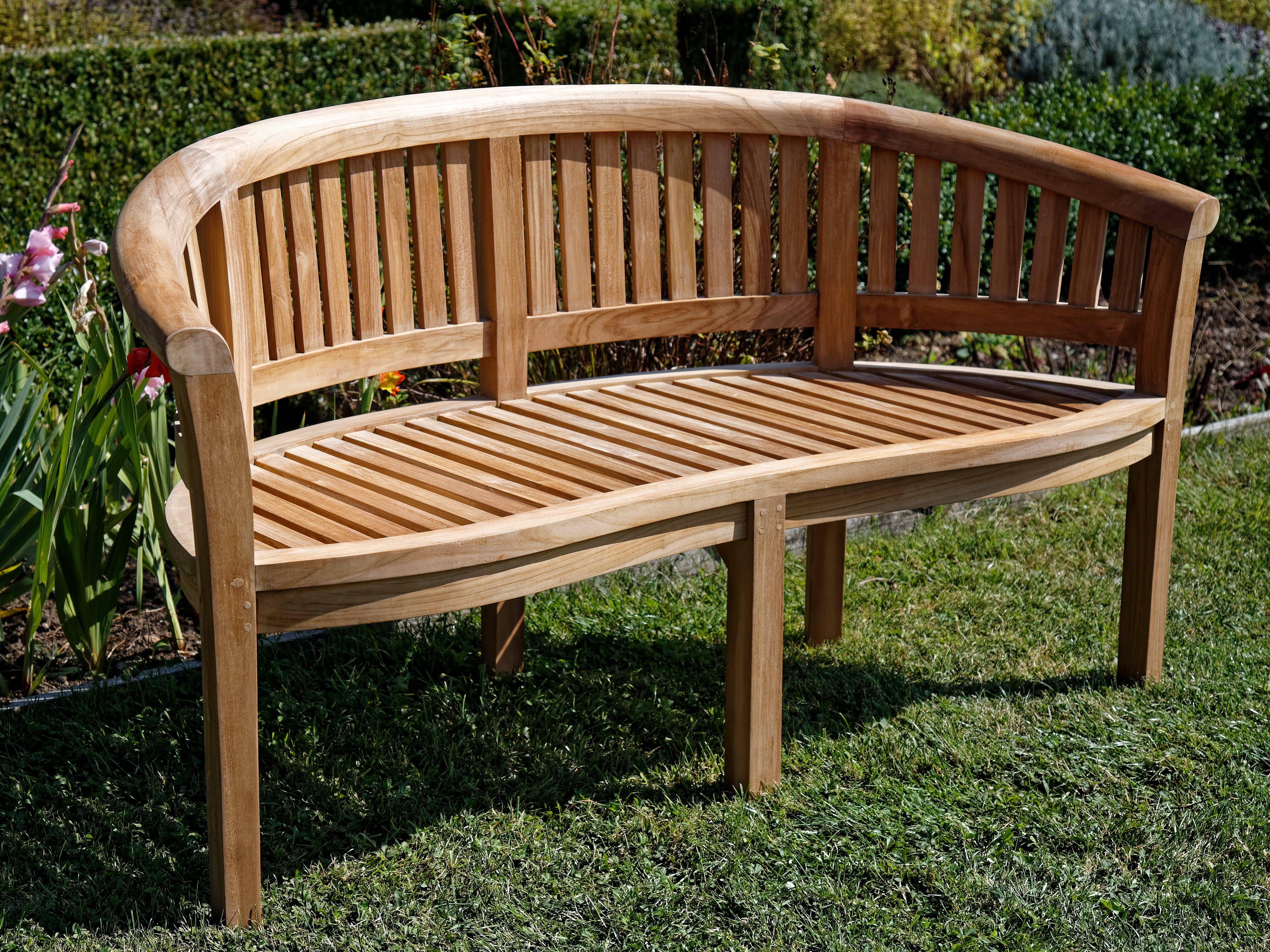 File Wooden Bench In Copped Hall Kitchen Garden Epping Essex England Jpg Wikimedia Commons