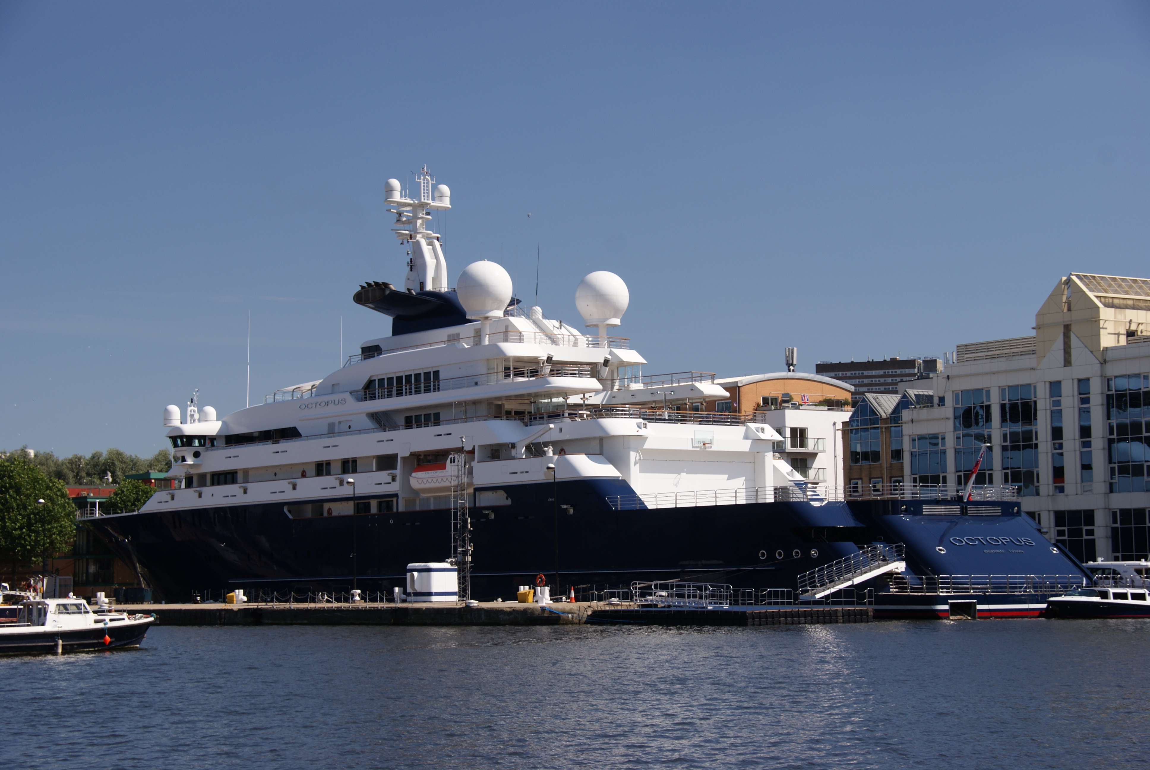 remote controled with File Yacht Octopus Moored At Canary Wharf  London   22 July 2012 on Realistic Robot Leopard Called Lily 10011001 moreover I further Vik in addition Product Show together with Excel Boxing Arena.