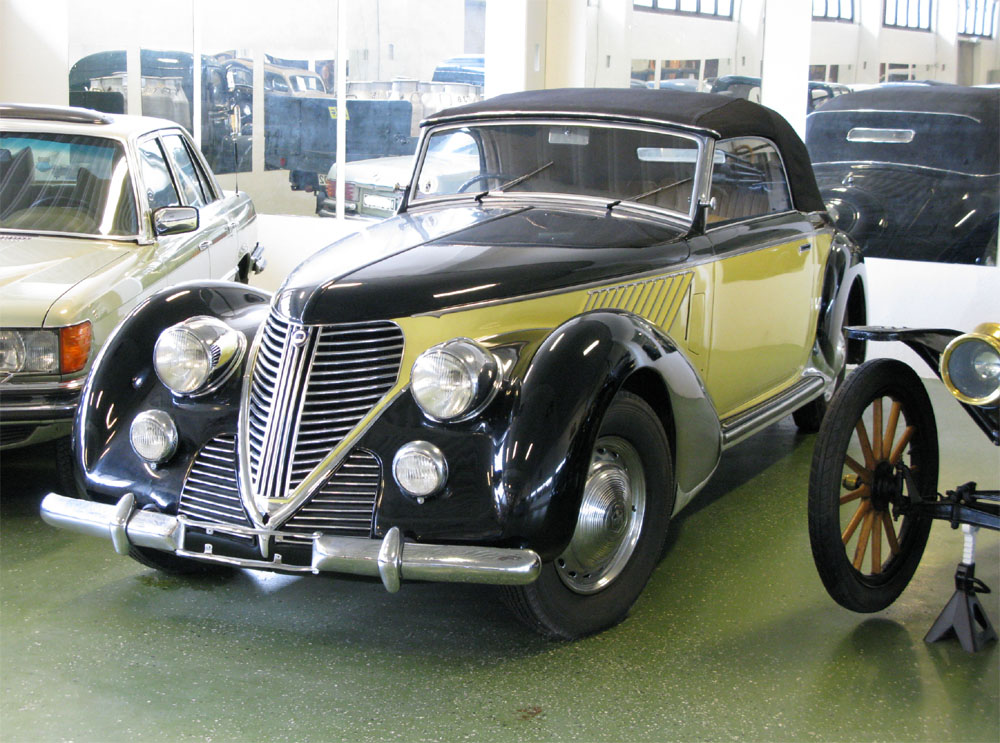 https://upload.wikimedia.org/wikipedia/commons/4/40/1938_Lancia_Astura_front.jpg