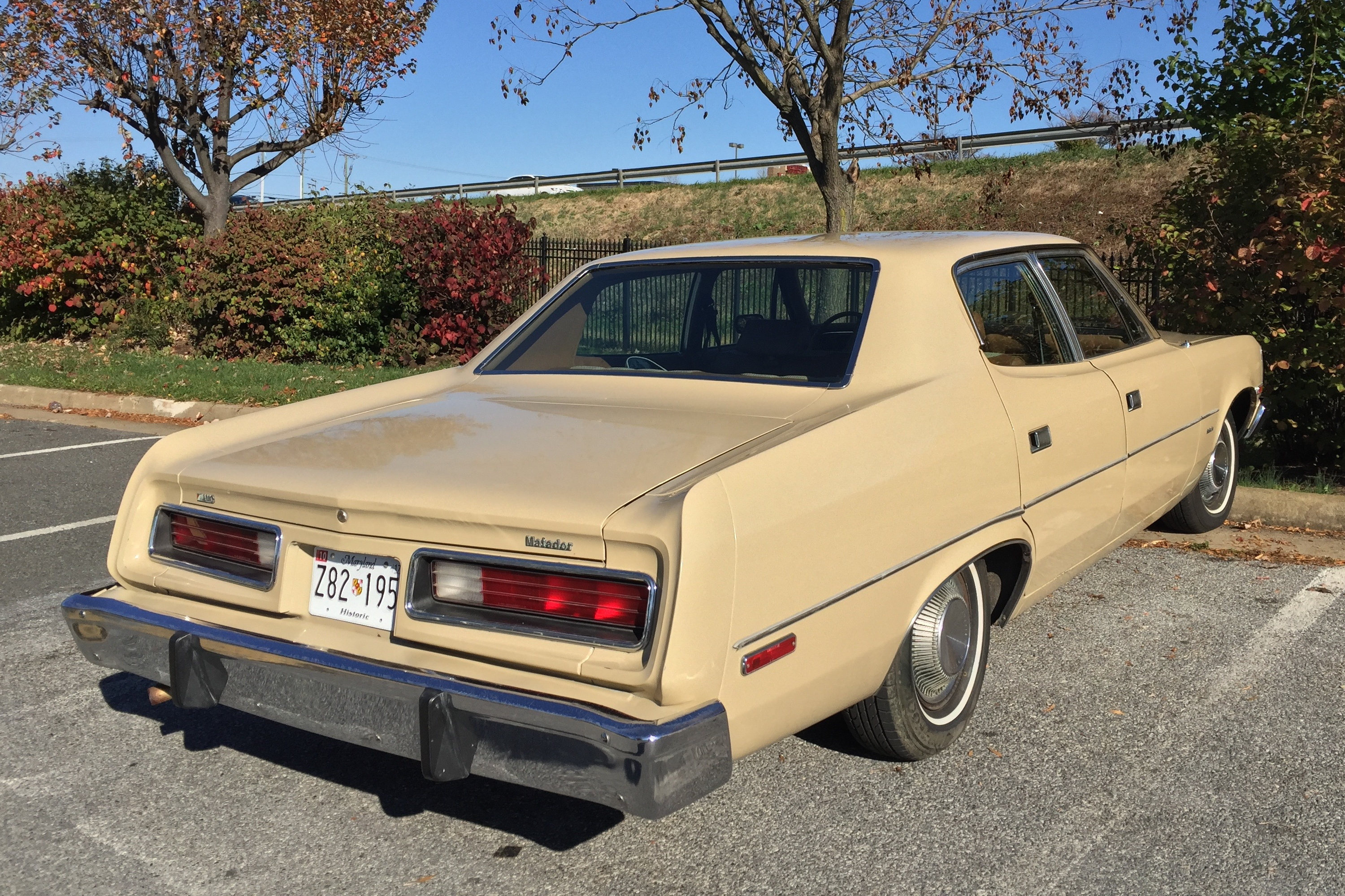 1975_AMC_Matador_base_sedan_in_Fawn_Beig
