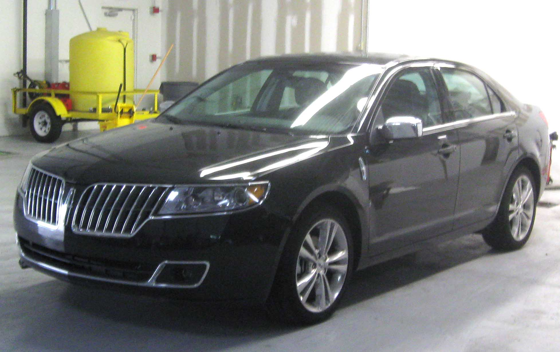 File:2010 Lincoln MKZ -- 07-31-2009.jpg - Wikimedia Commons