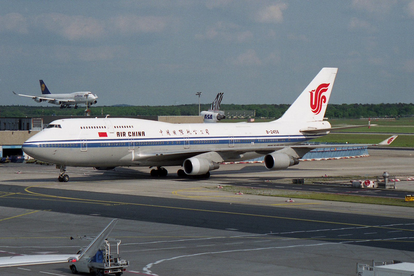 File:Air China Boeing 747-4J6M B-2456 (23827256979).jpg