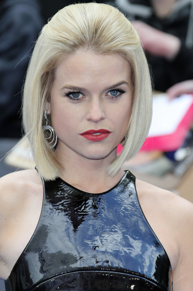 The 38-year old daughter of father (?) and mother(?) Alice Eve in 2020 photo. Alice Eve earned a unknown million dollar salary - leaving the net worth at 4 million in 2020