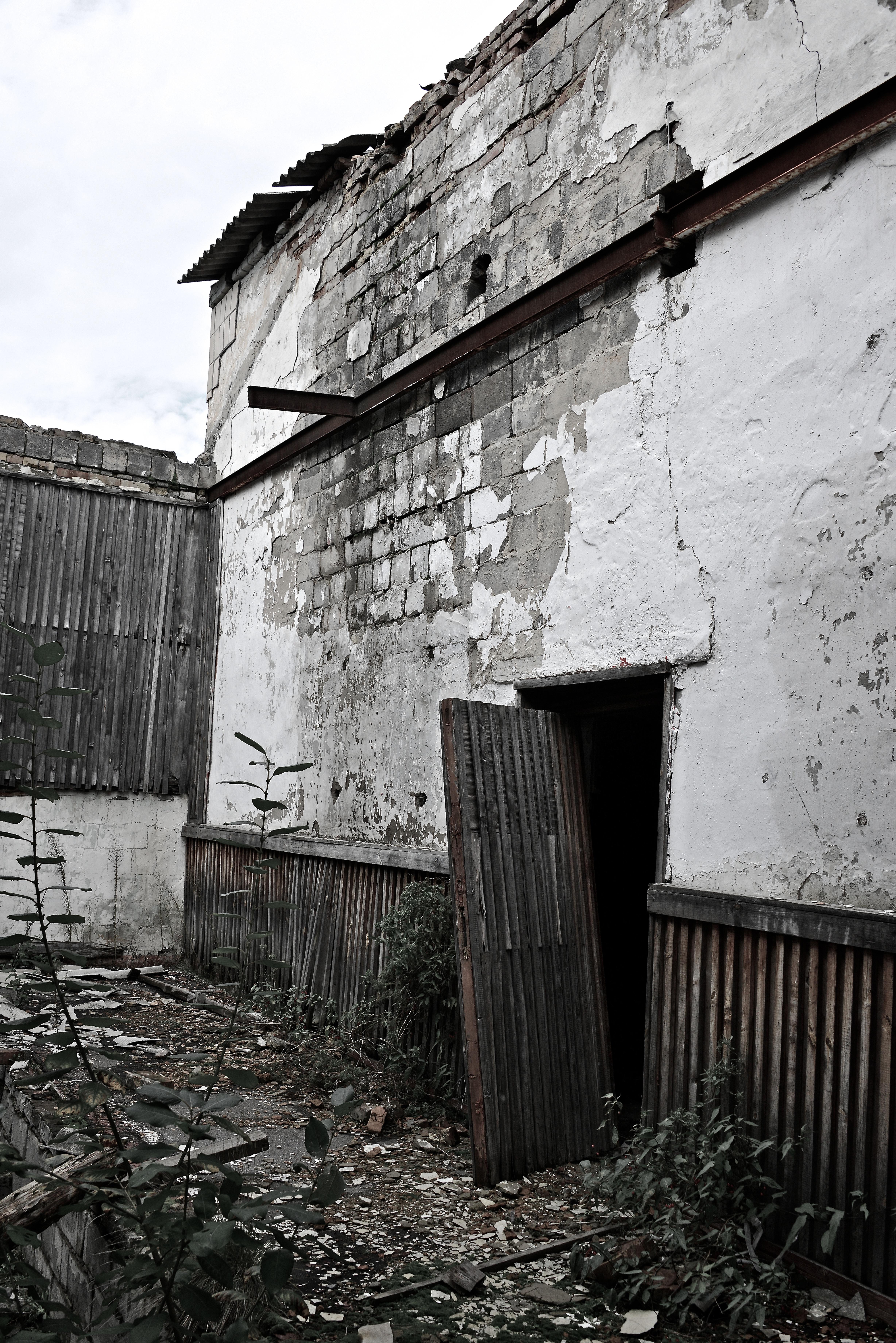 FileAn unhinged door inside the building (10057916325).jpg & File:An unhinged door inside the building (10057916325).jpg ...