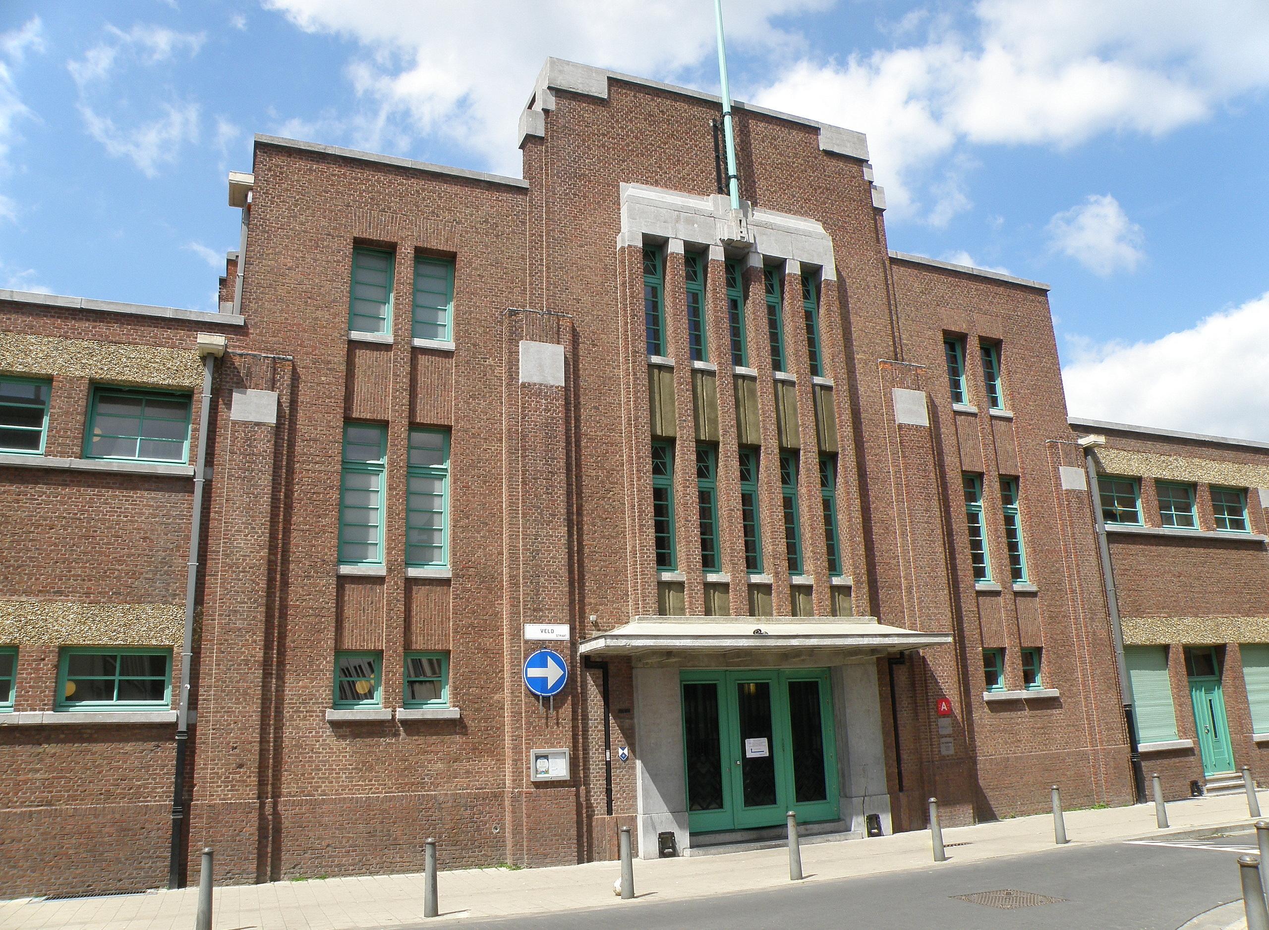 File antwerpen zwembad veldstraat3 jpg wikimedia commons for Zwembad belgie