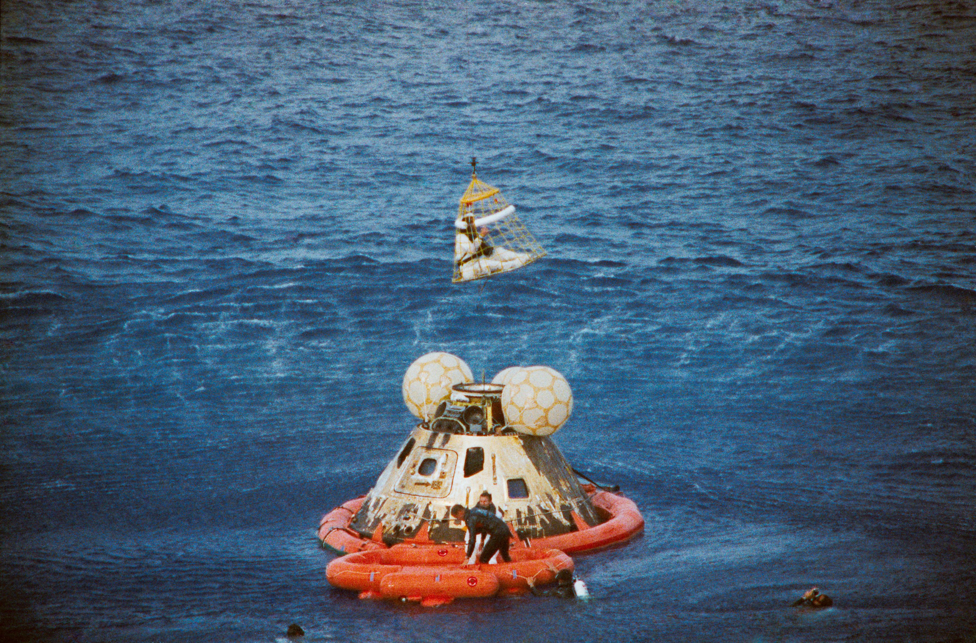 File:Apollo13 recovery.jpg - Wikimedia Commons