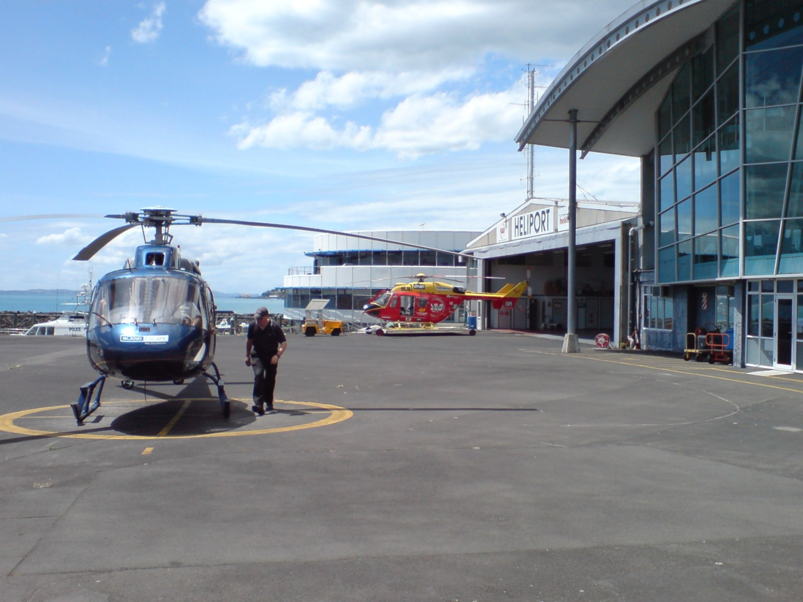 FileAuckland Heliport Rescue And Black Chopper