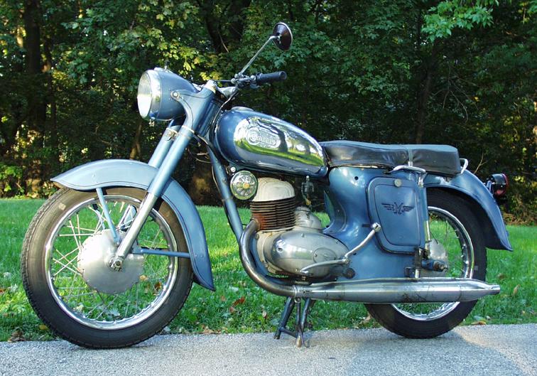 Les motos Balkan Balkan01