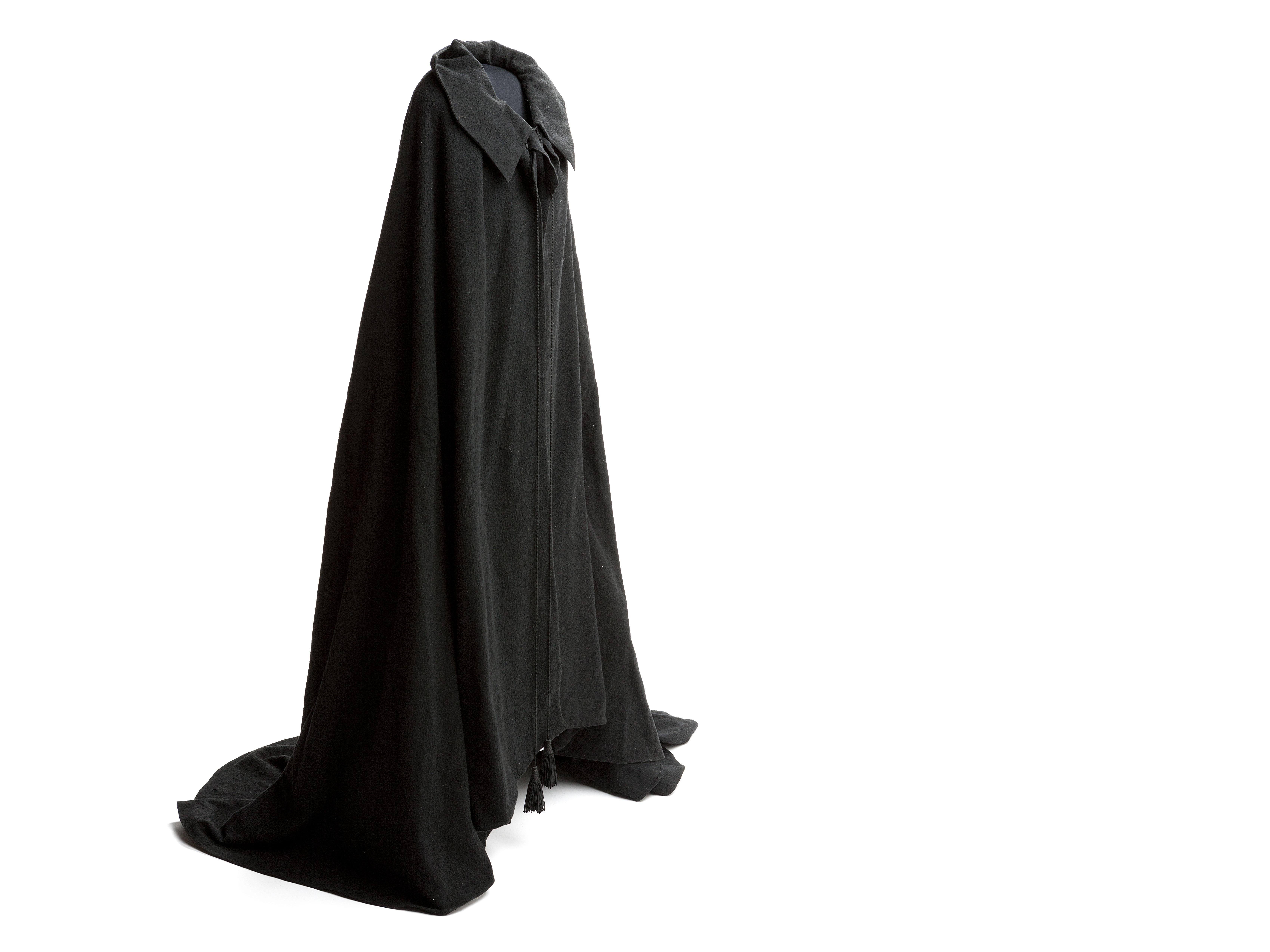 Black_cloak.jpg