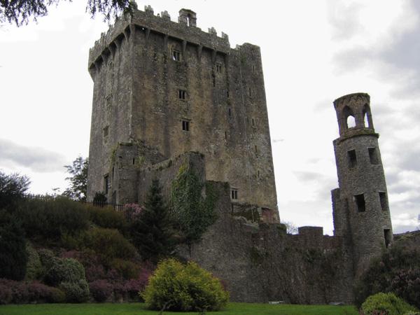 El juego de las palabras encadenadas-http://upload.wikimedia.org/wikipedia/commons/4/40/Blarney_Castle_01.jpg
