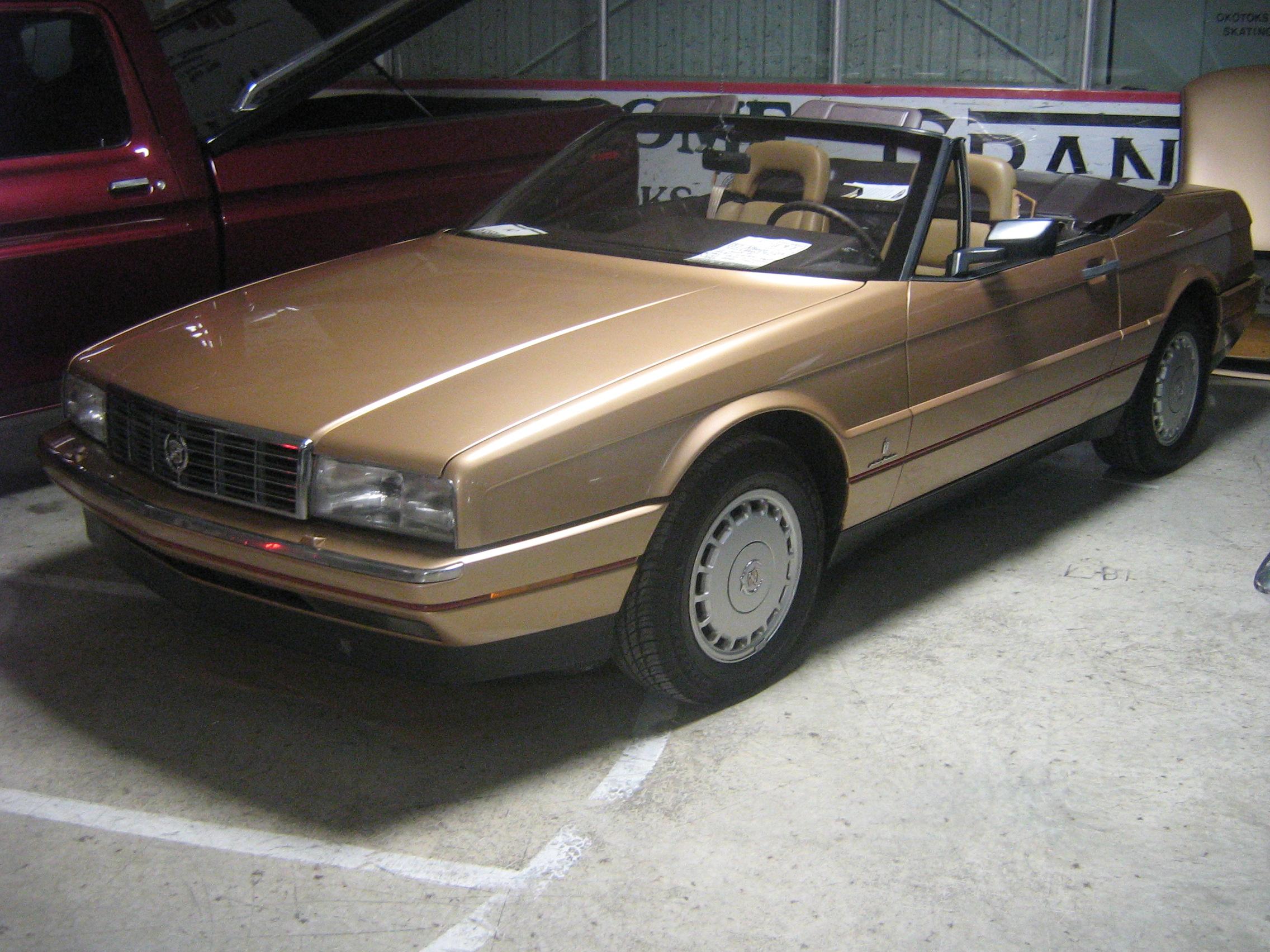File:Brown open Cadillac Allante fl.jpg - Wikimedia Commons