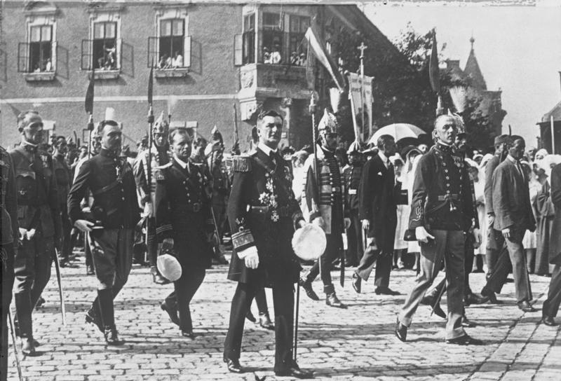 Fájl:Bundesarchiv Bild 102-12190, Budapest, Prozession zum Nationalfeiertag.jpg