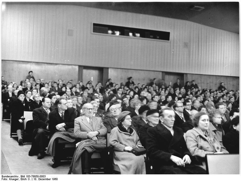 Bundesarchiv Bild 183-78850-0003, Berlin, Treptow, Kino, Zuschauerraum