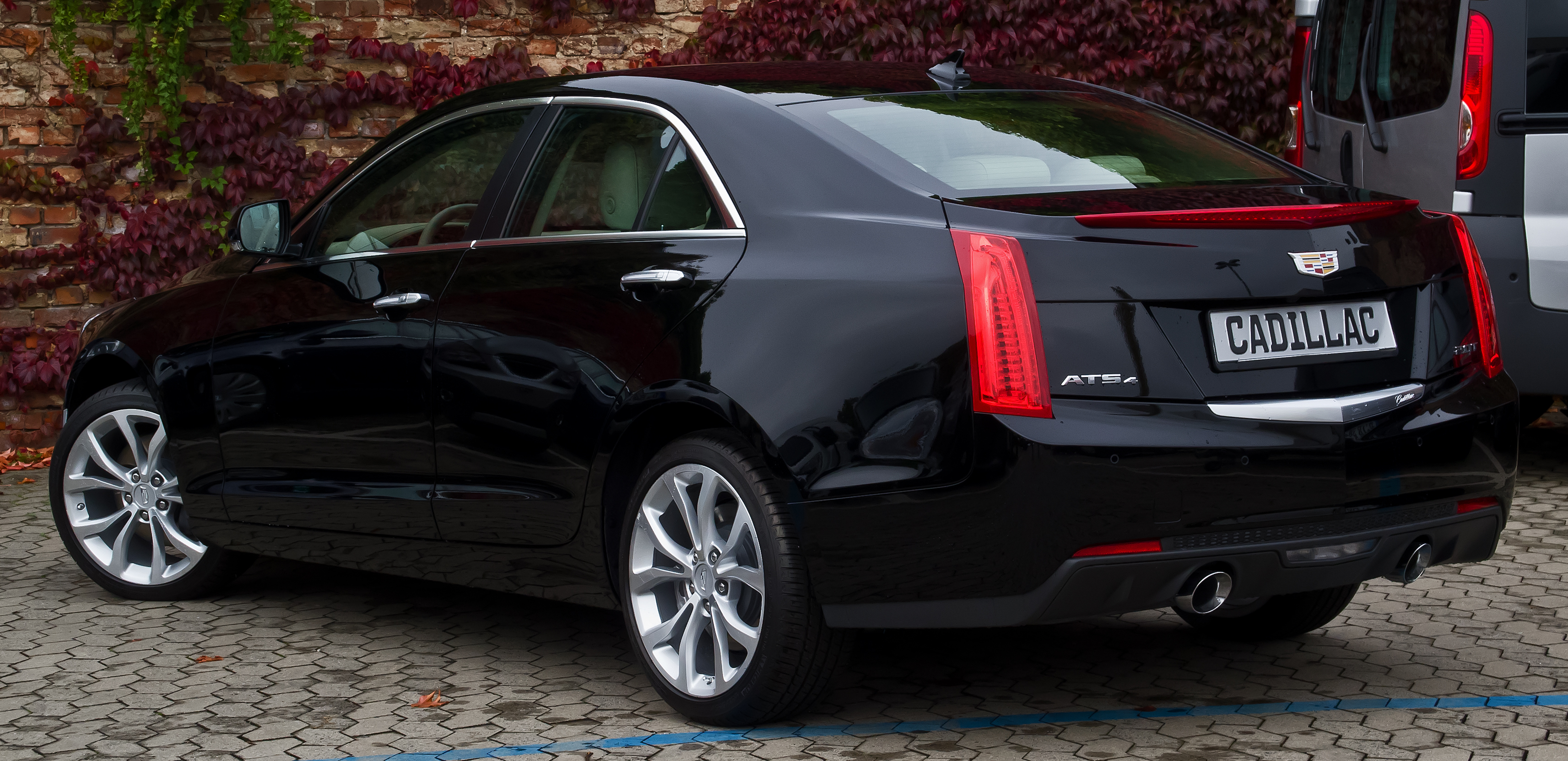 file cadillac ats 2 0 turbo awd premium heckansicht 16 oktober 2015 d. Black Bedroom Furniture Sets. Home Design Ideas
