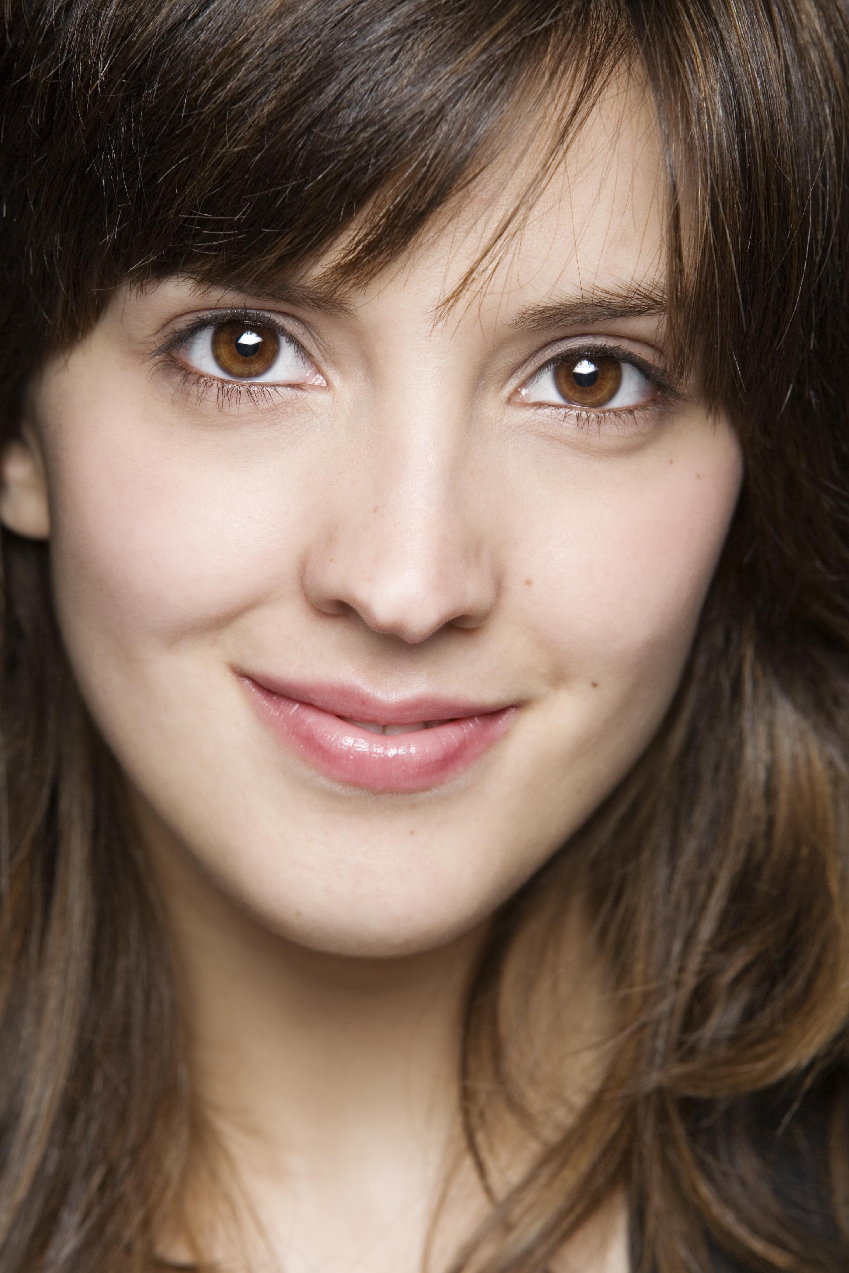 Classify Spanish actress Carolina Lapausa