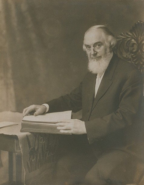 a history of charles russell and jehovahs witnesses