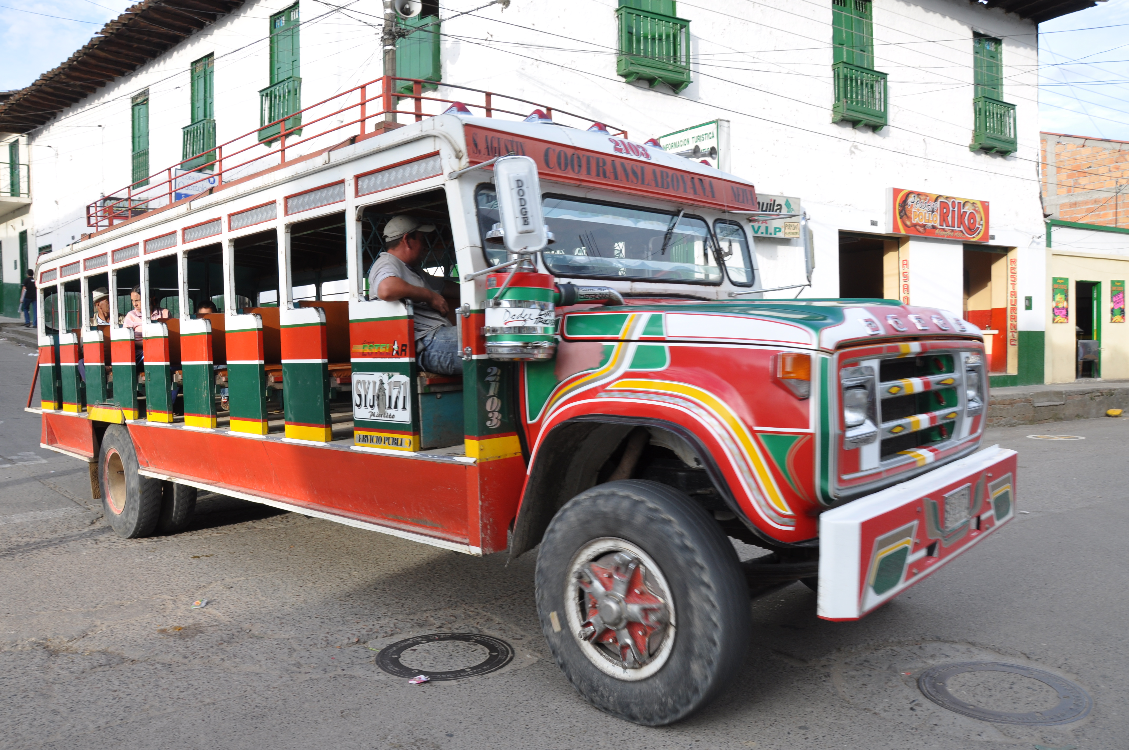 File Chiva Rustic Bus 4925716402 Jpg Wikimedia Commons