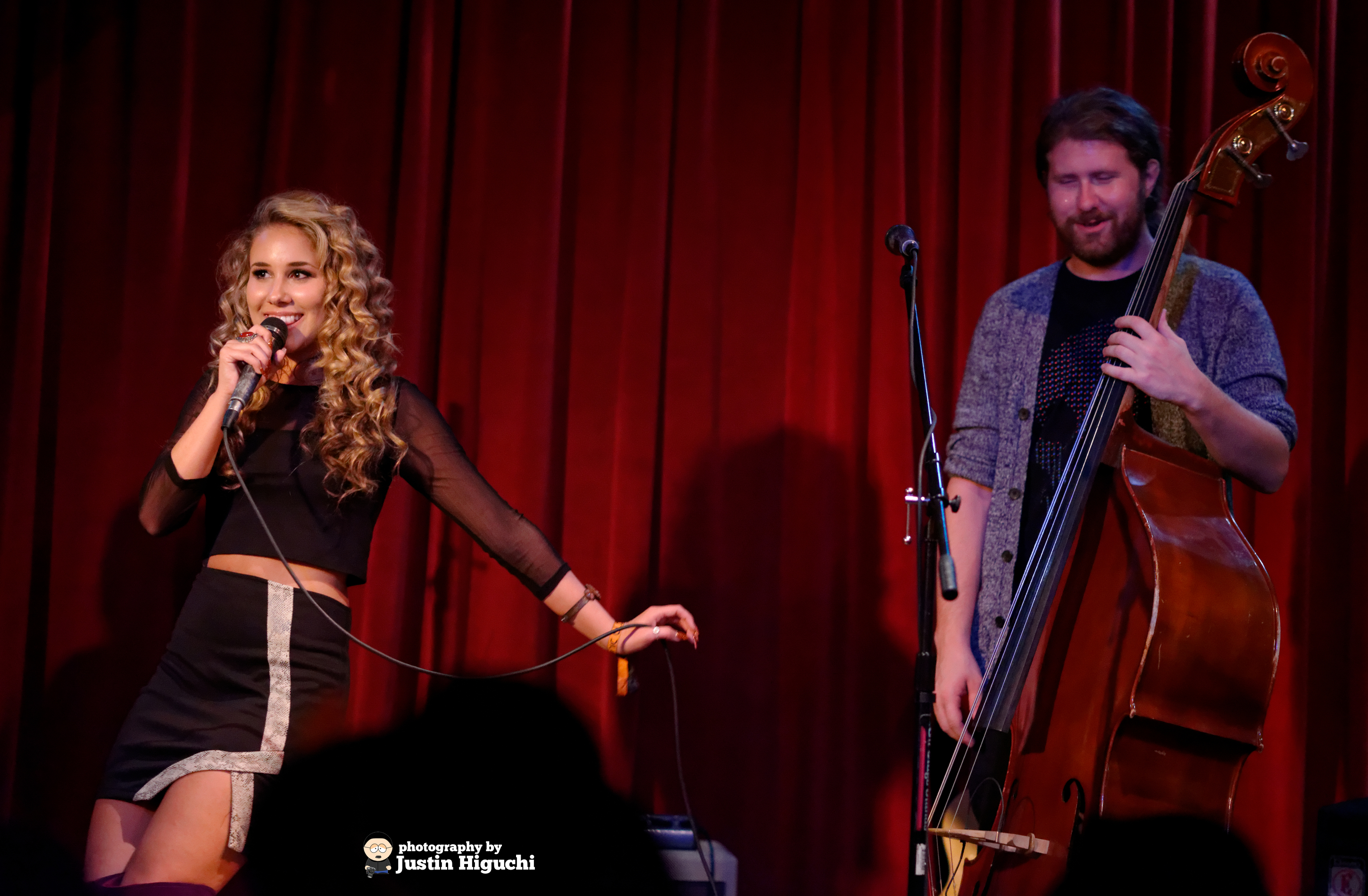 Casey Abrams ja Haley Reinhart dating 2013
